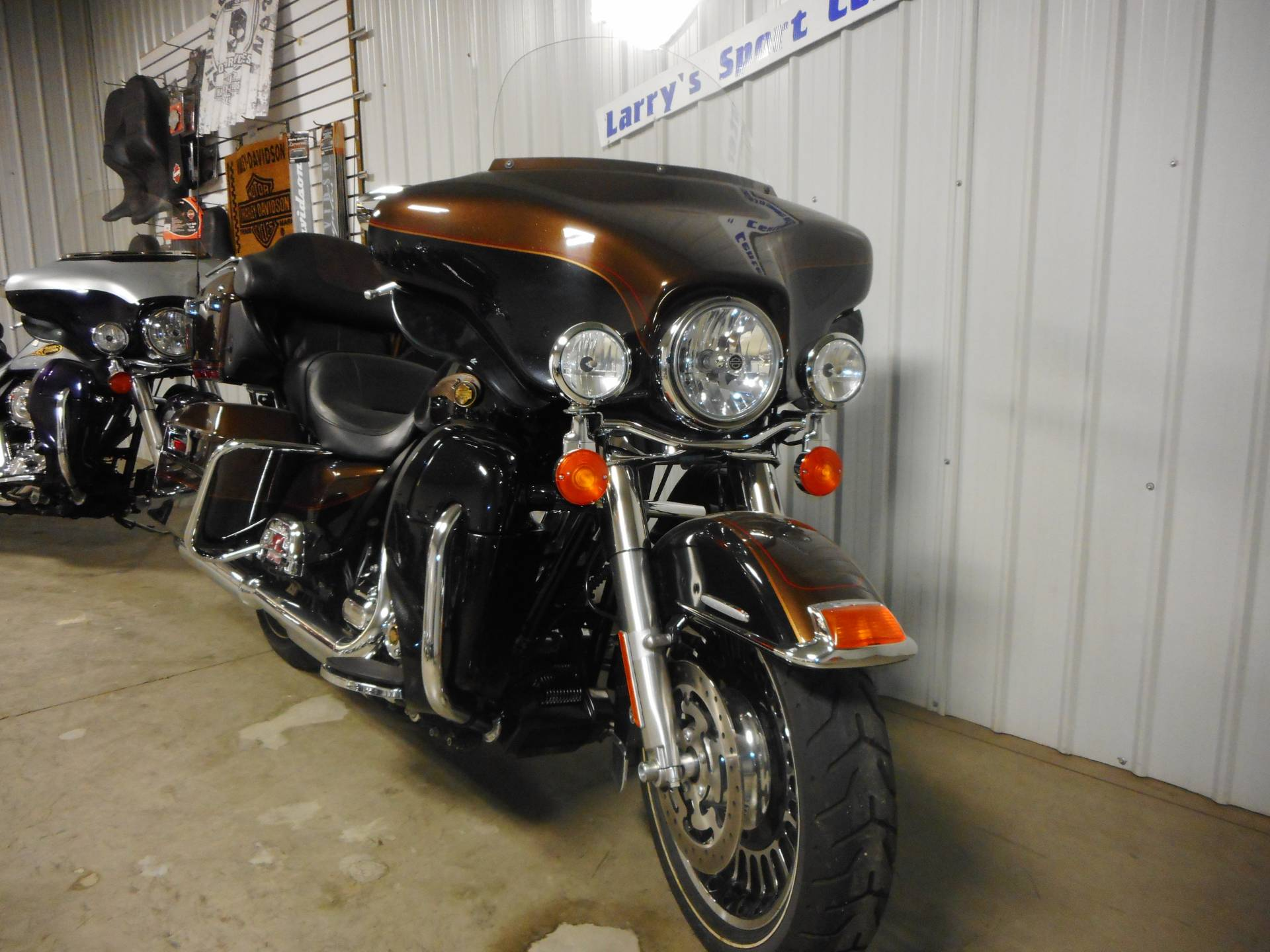 2013 Harley-Davidson Electra Glide® Ultra Limited 110th Anniversary Edition in Galeton, Pennsylvania - Photo 2