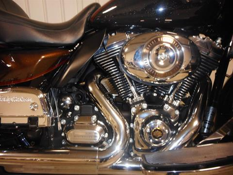2013 Harley-Davidson Electra Glide® Ultra Limited 110th Anniversary Edition in Galeton, Pennsylvania - Photo 4