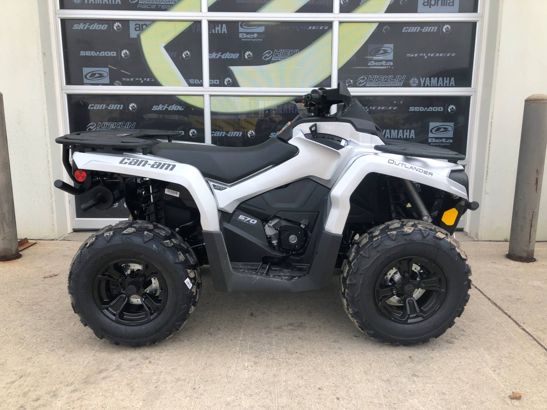 2019 Can-Am Outlander XT 570 in Grimes, Iowa