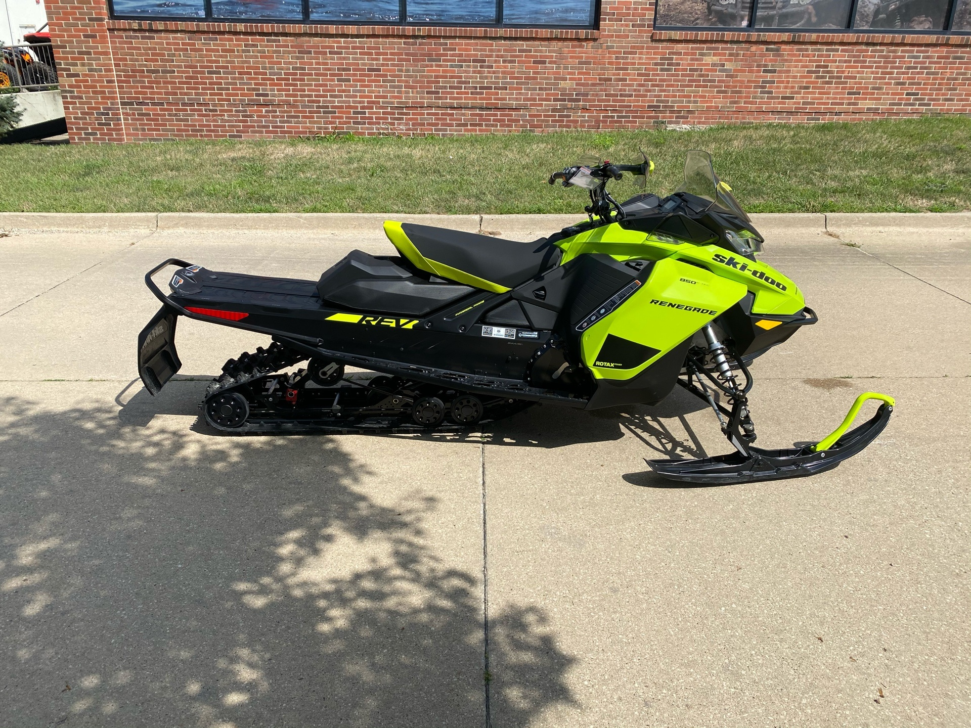 2020 Ski-Doo Renegade Adrenaline 850 E-TEC ES Rev Gen4 (Narrow) in Grimes, Iowa - Photo 1