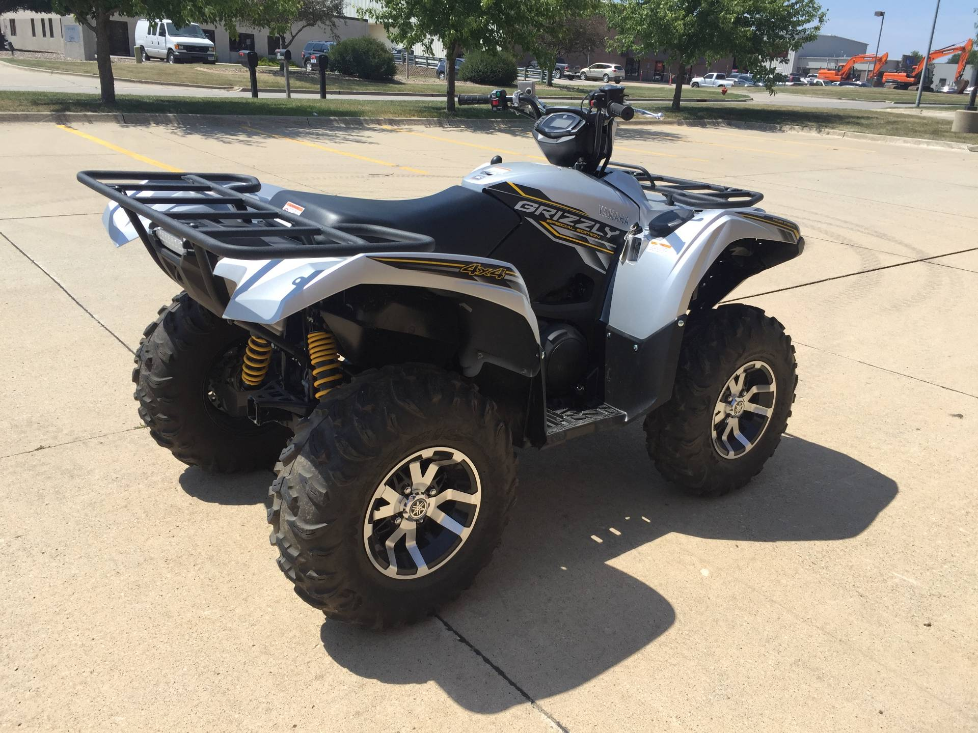 2017 Yamaha Grizzly EPS SE in Grimes, Iowa