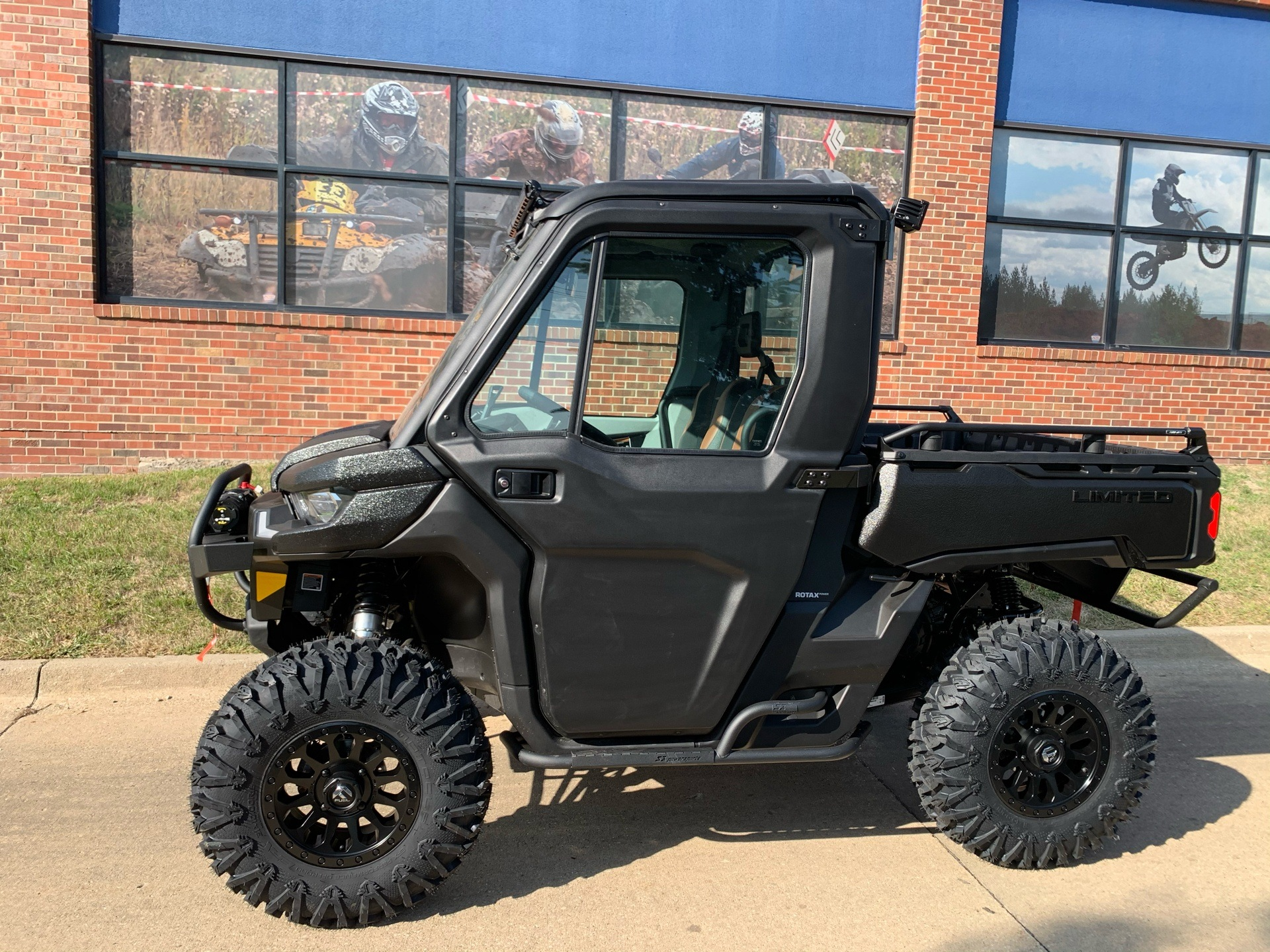 2021 Can-Am Defender Limited HD10 in Grimes, Iowa - Photo 2