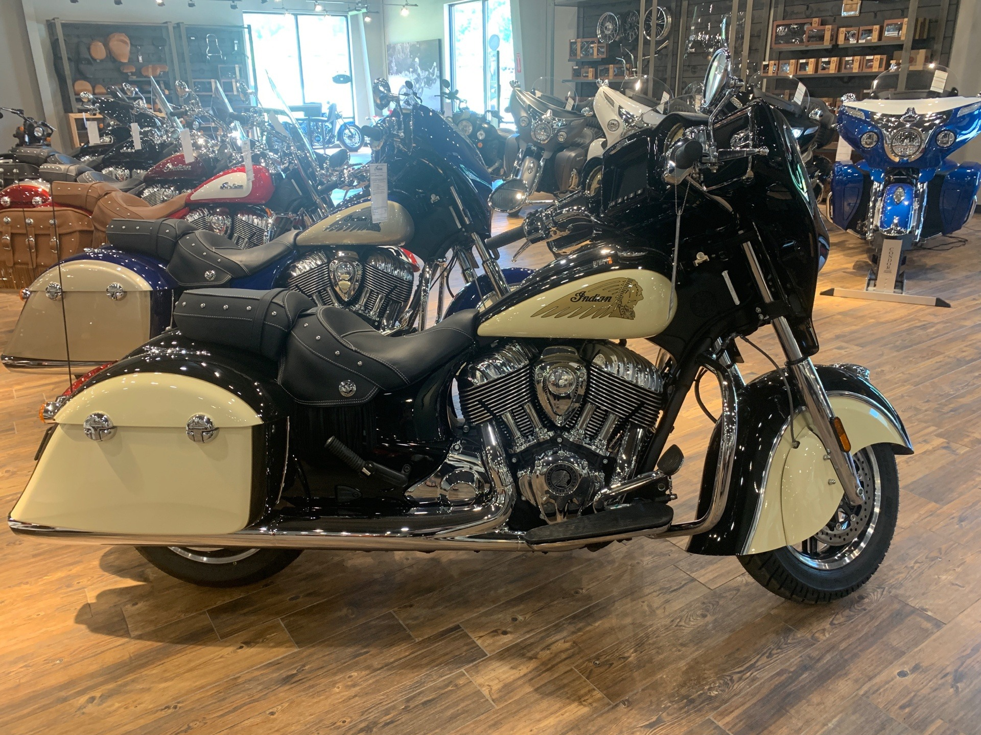 2019 Indian Chieftain® Classic ABS in Mineral Wells, West Virginia - Photo 1