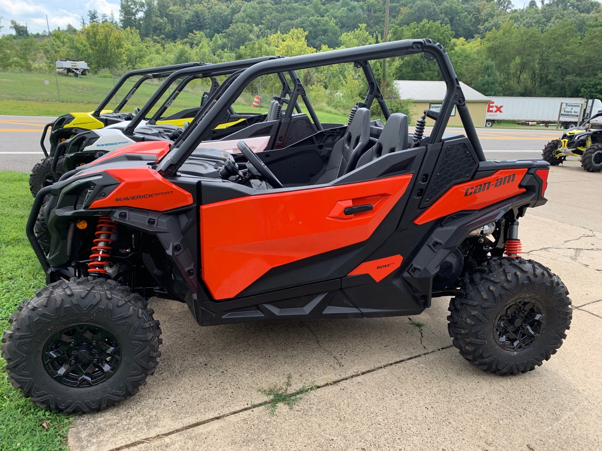 2019 Can-Am Maverick Sport DPS 1000 in Mineral Wells, West Virginia