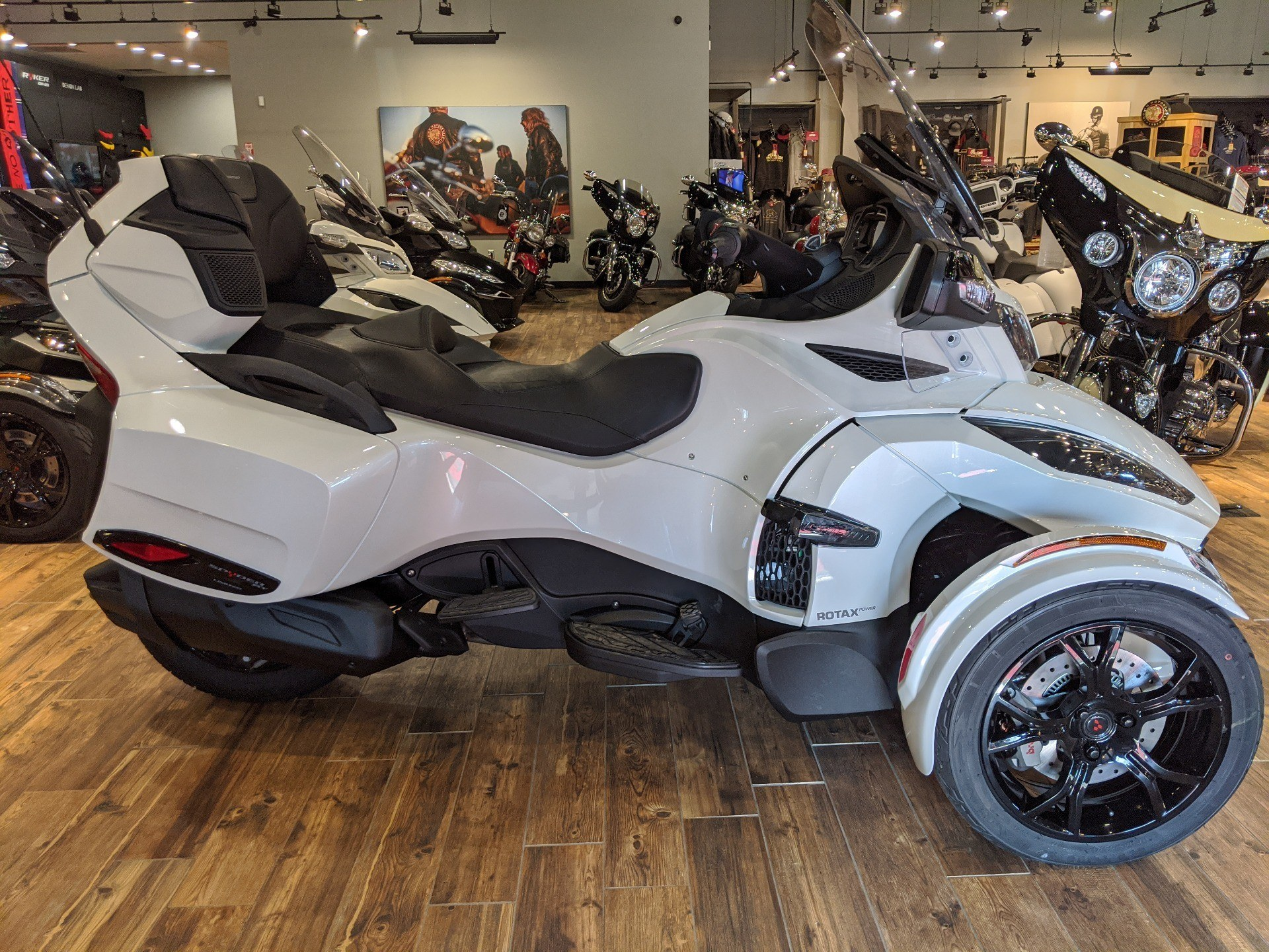 2019 Can-Am Spyder RT Limited in Mineral Wells, West Virginia - Photo 2