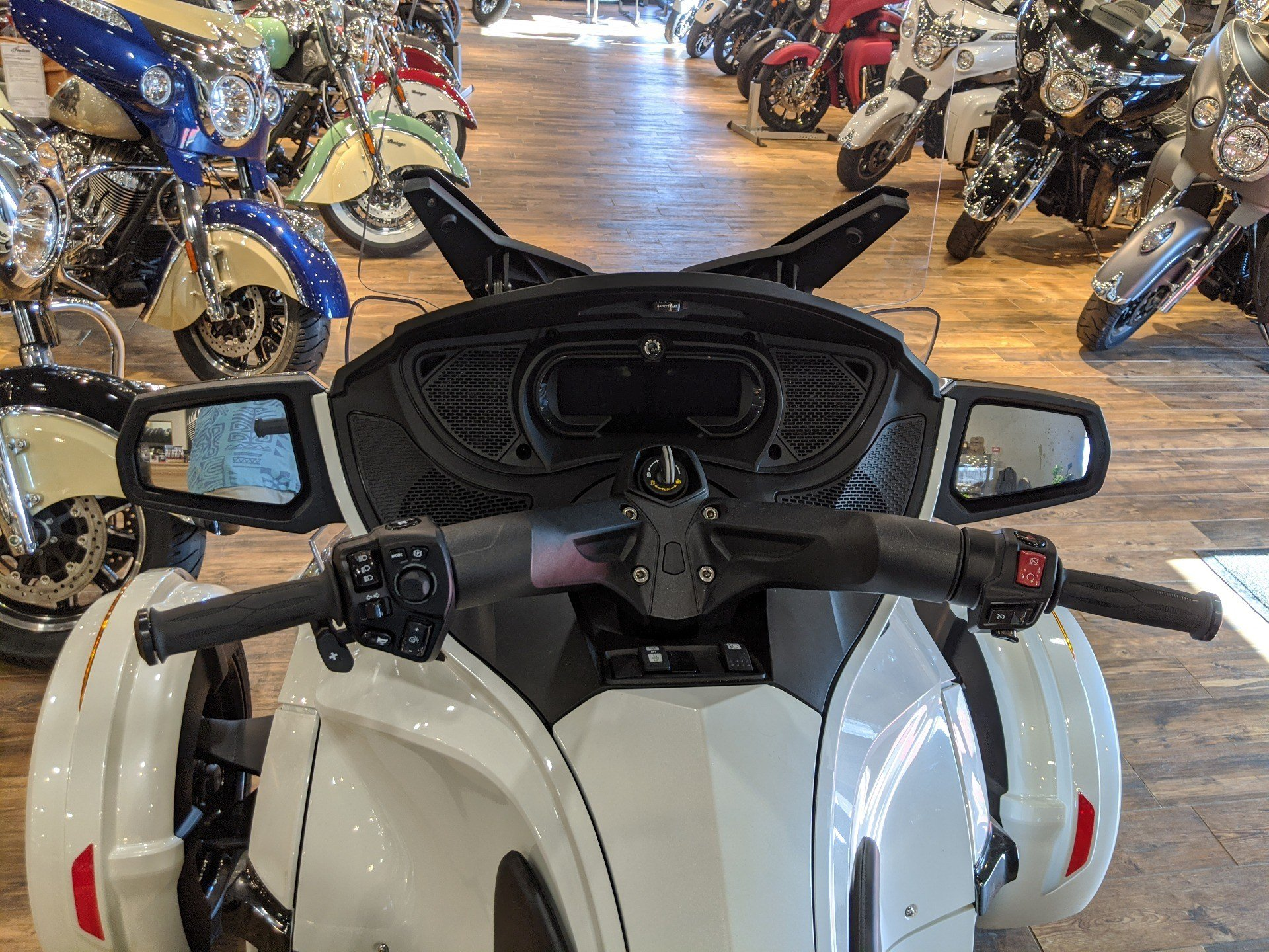 2019 Can-Am Spyder RT Limited in Mineral Wells, West Virginia - Photo 9