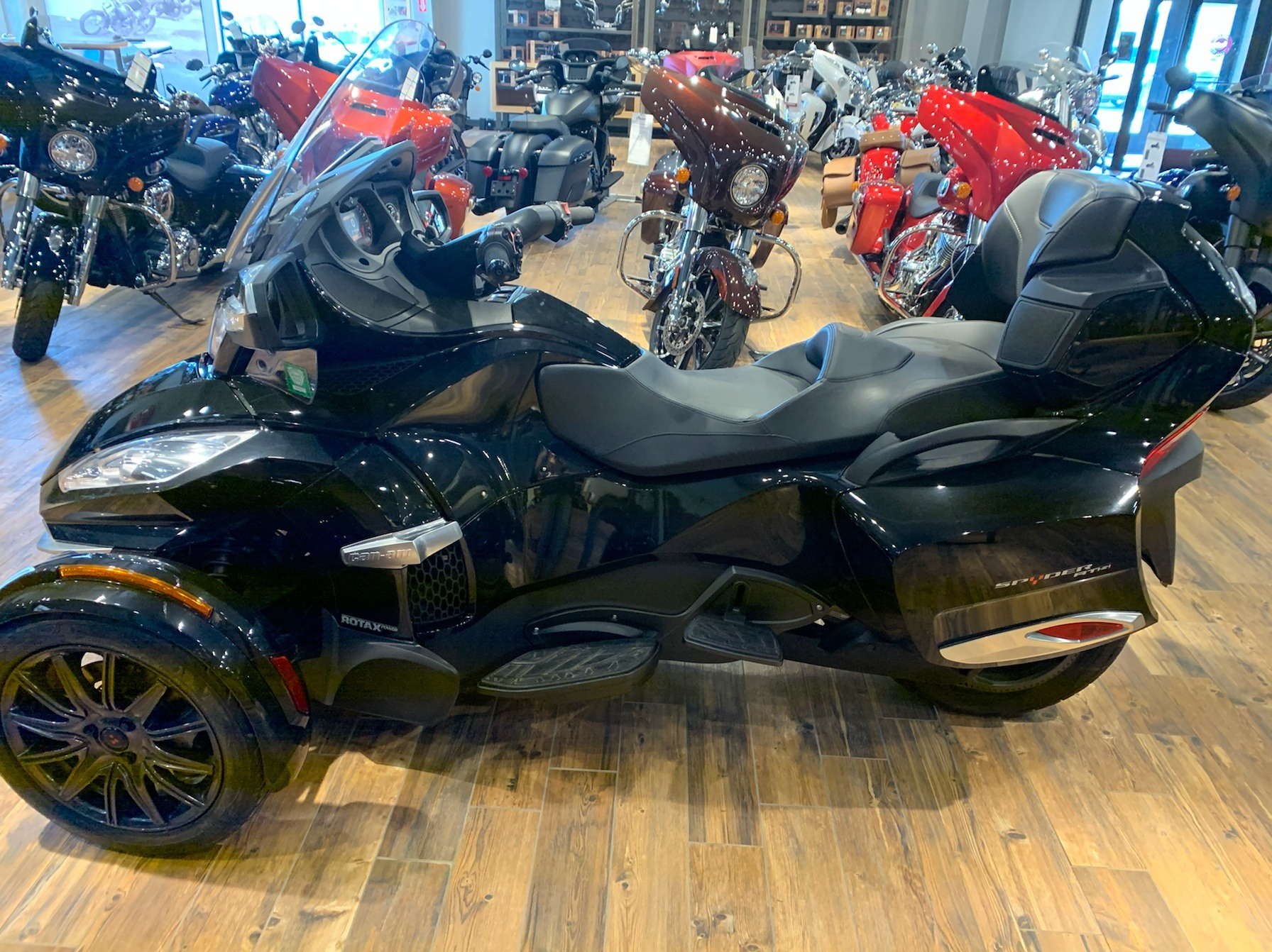 2014 Can-Am Spyder® RT-S SE6 in Mineral Wells, West Virginia - Photo 1