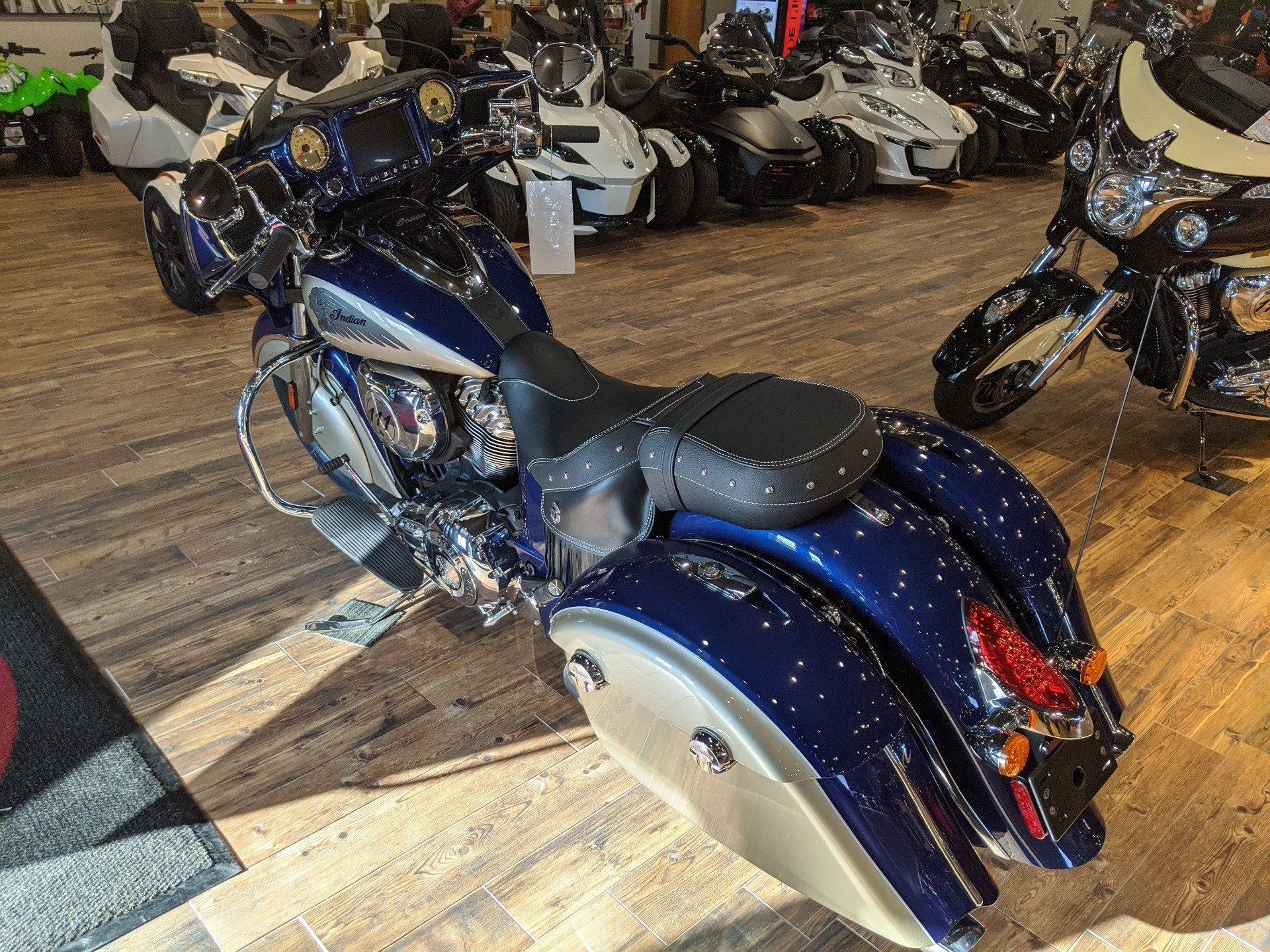 2019 Indian Chieftain® Classic ABS in Mineral Wells, West Virginia - Photo 5