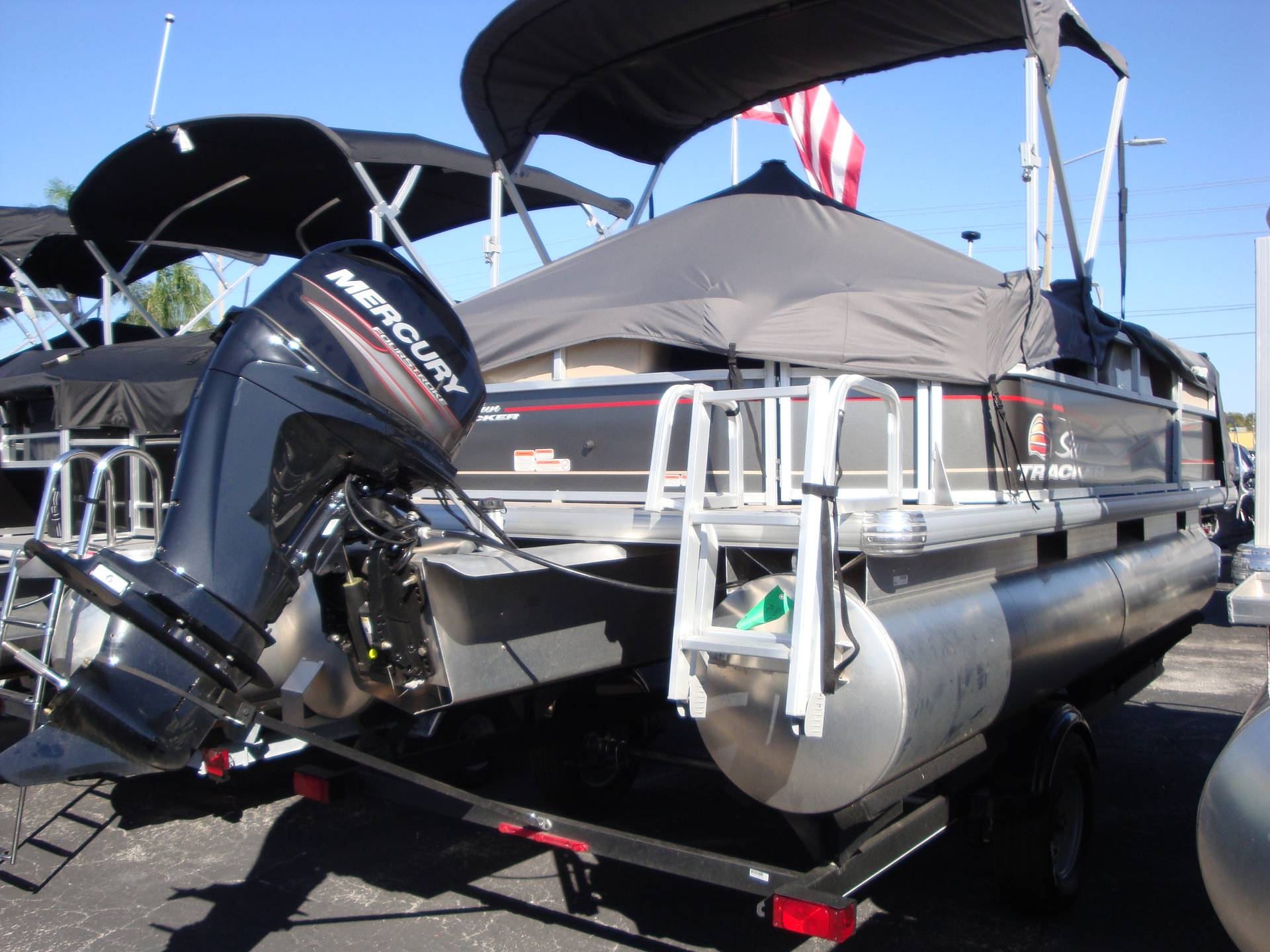 2019 Sun Tracker Party Barge 18 DLX in Holiday, Florida - Photo 1
