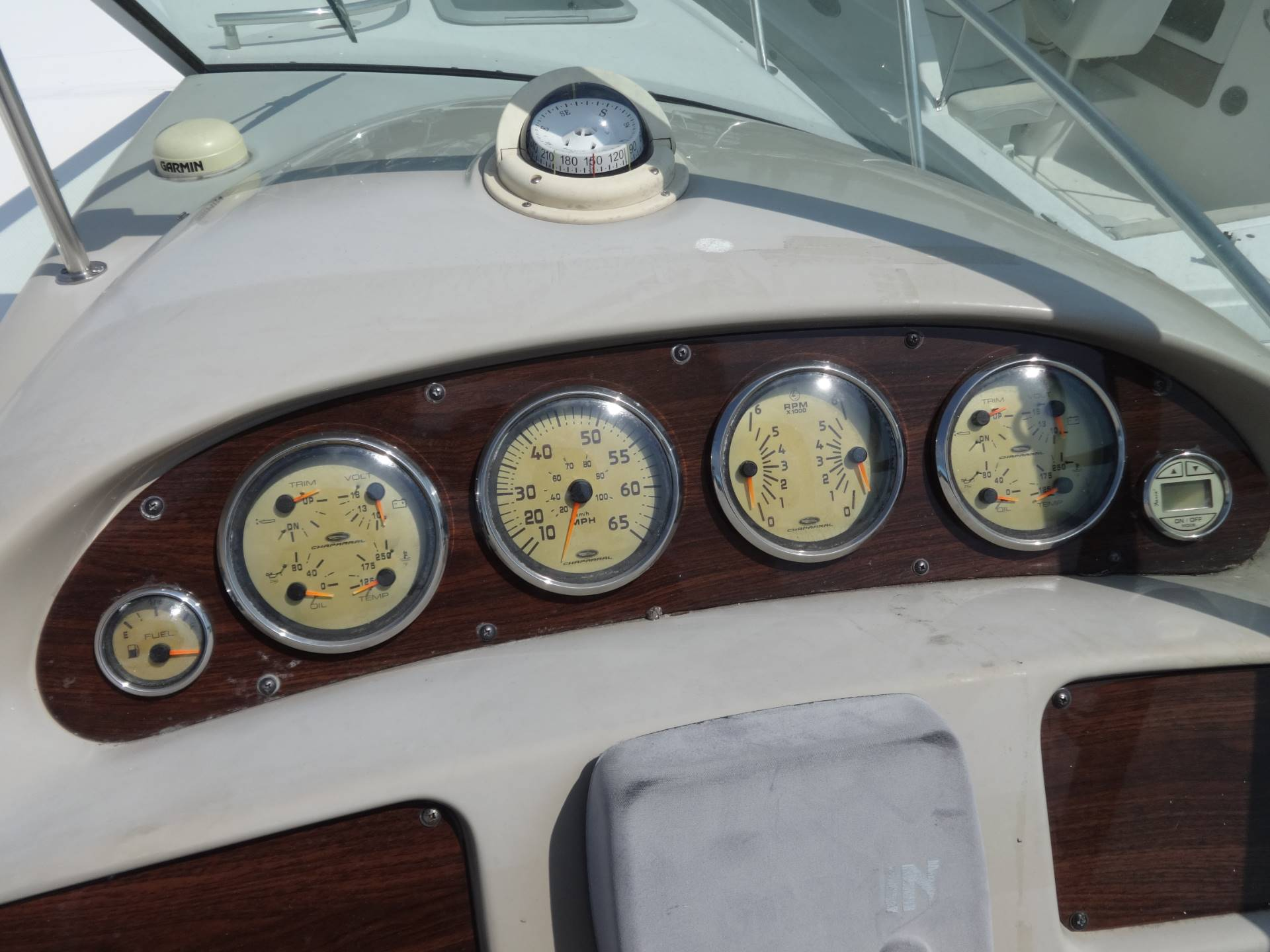 2005 Chaparral Signature 310 in Holiday, Florida