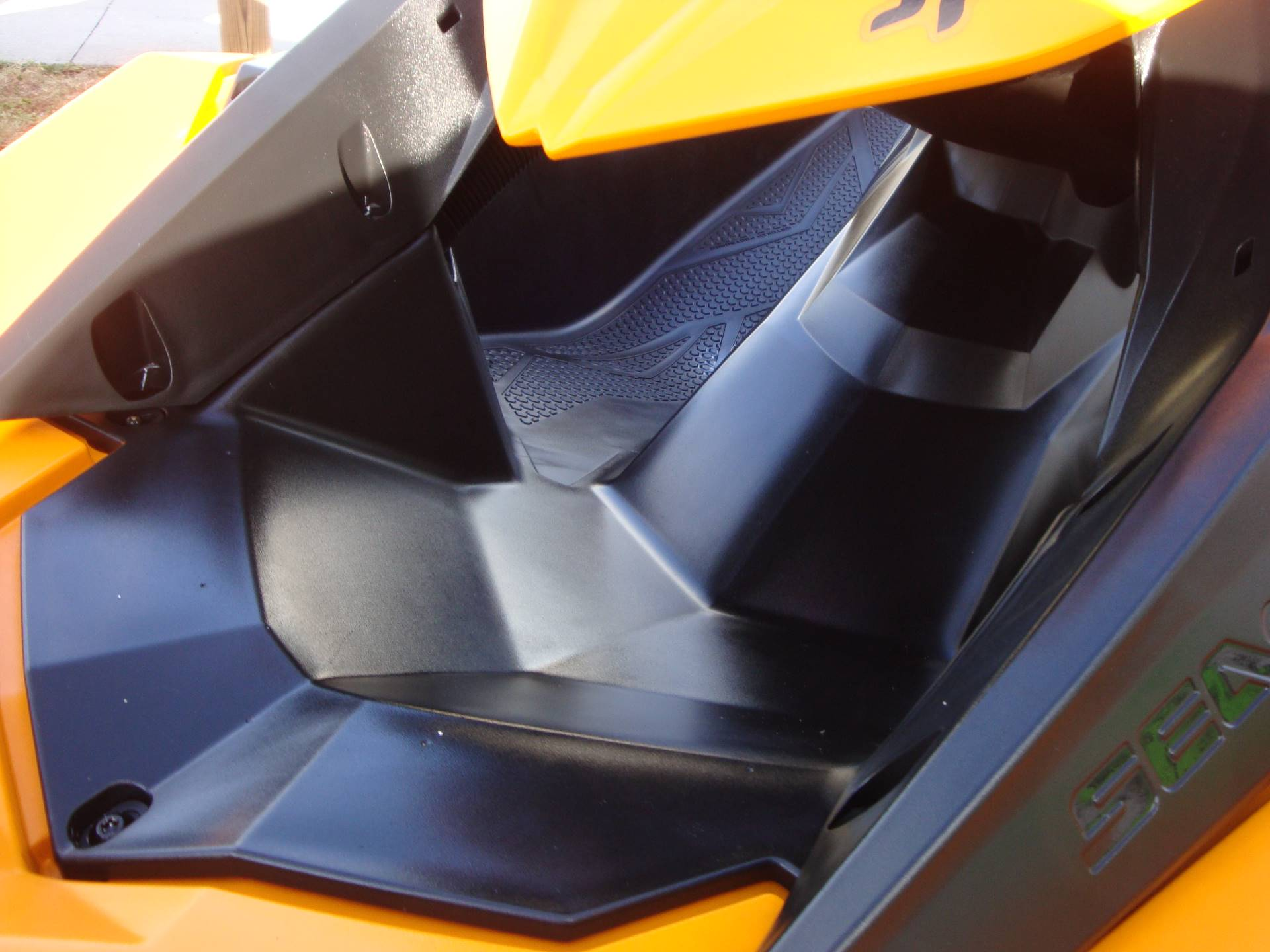 2015 Sea-Doo Spark 2up Rotax® 900 ACE™ in Holiday, Florida - Photo 9
