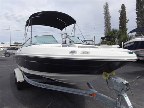 2009 Sea Ray 205 Sport in Holiday, Florida - Photo 2