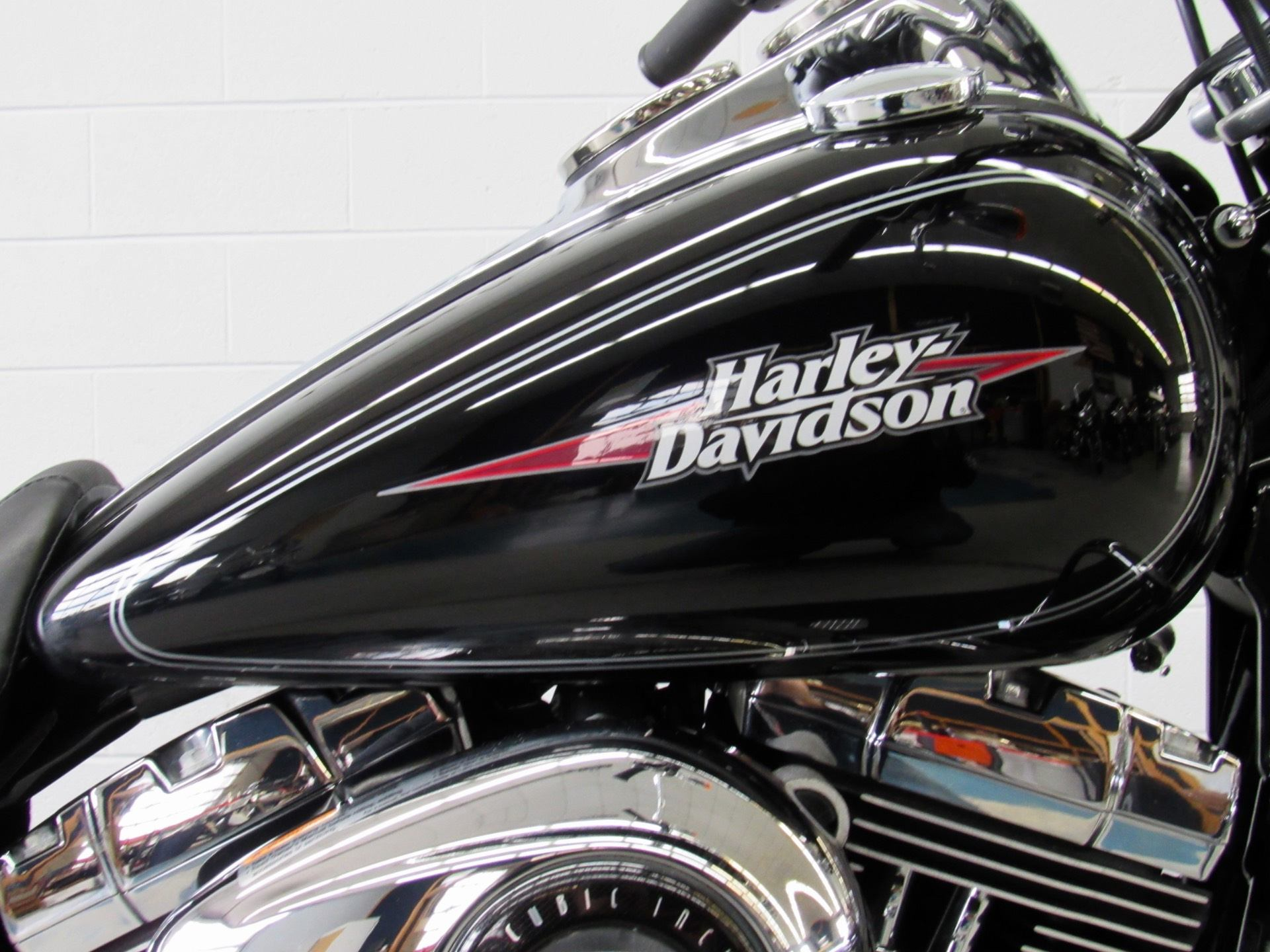 2009 Harley-Davidson Dyna® Low Rider® in Fredericksburg, Virginia - Photo 13