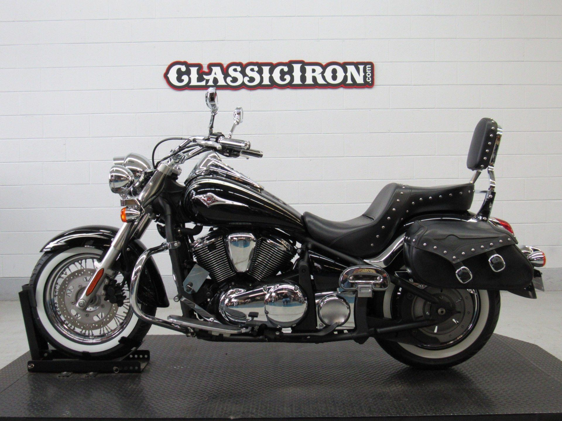 2011 Kawasaki Vulcan® 900 Classic SE in Fredericksburg, Virginia - Photo 4
