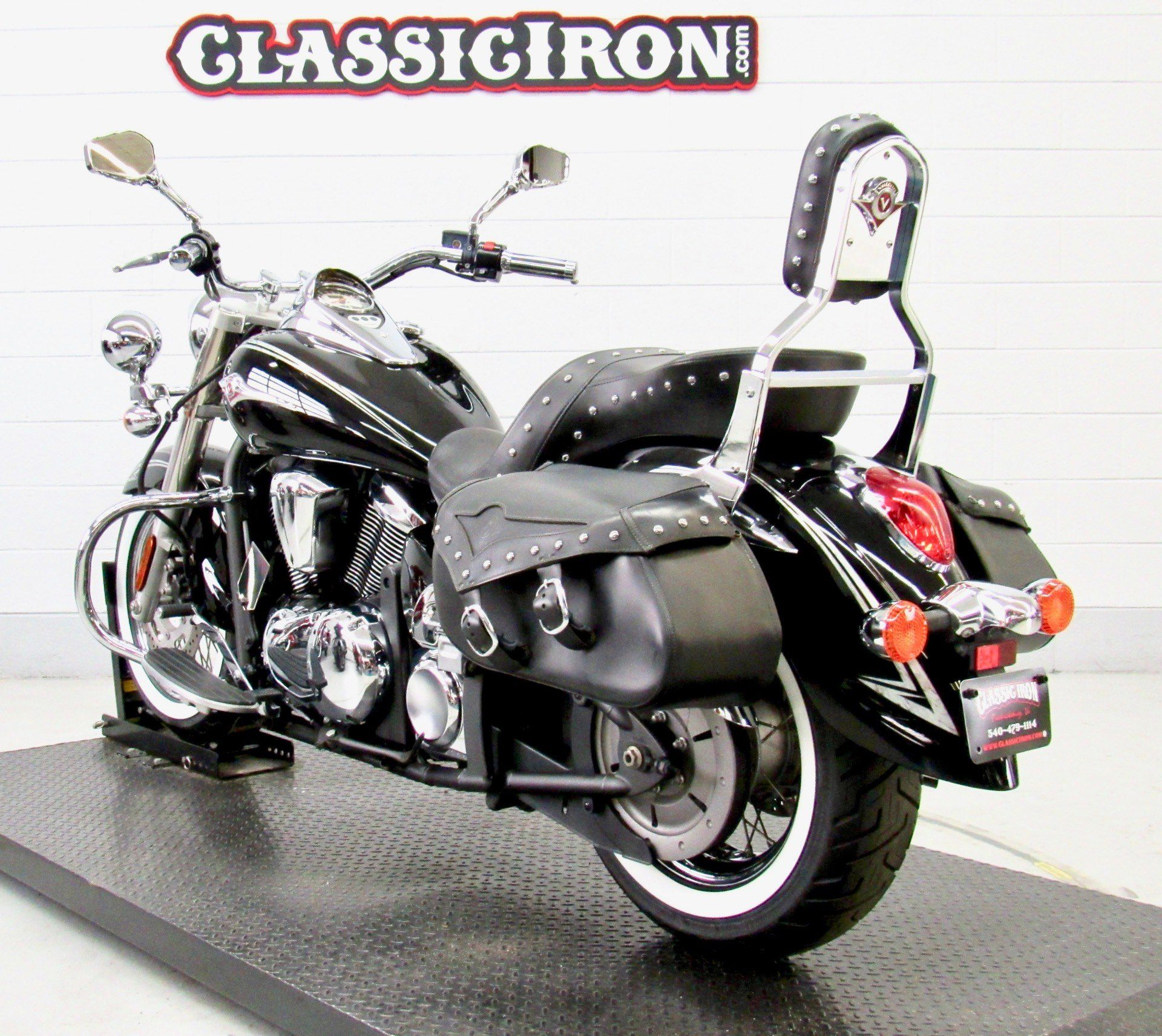 2011 Kawasaki Vulcan® 900 Classic SE in Fredericksburg, Virginia - Photo 6