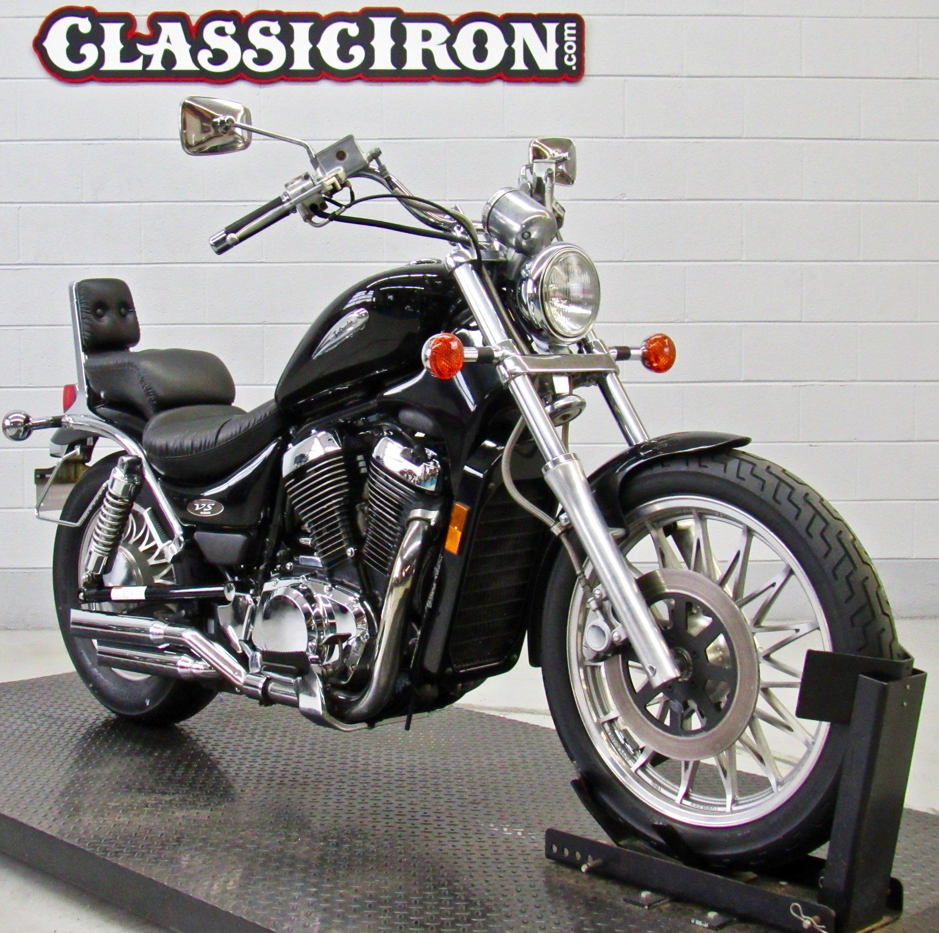 2003 Suzuki Intruder® 800 in Fredericksburg, Virginia - Photo 2