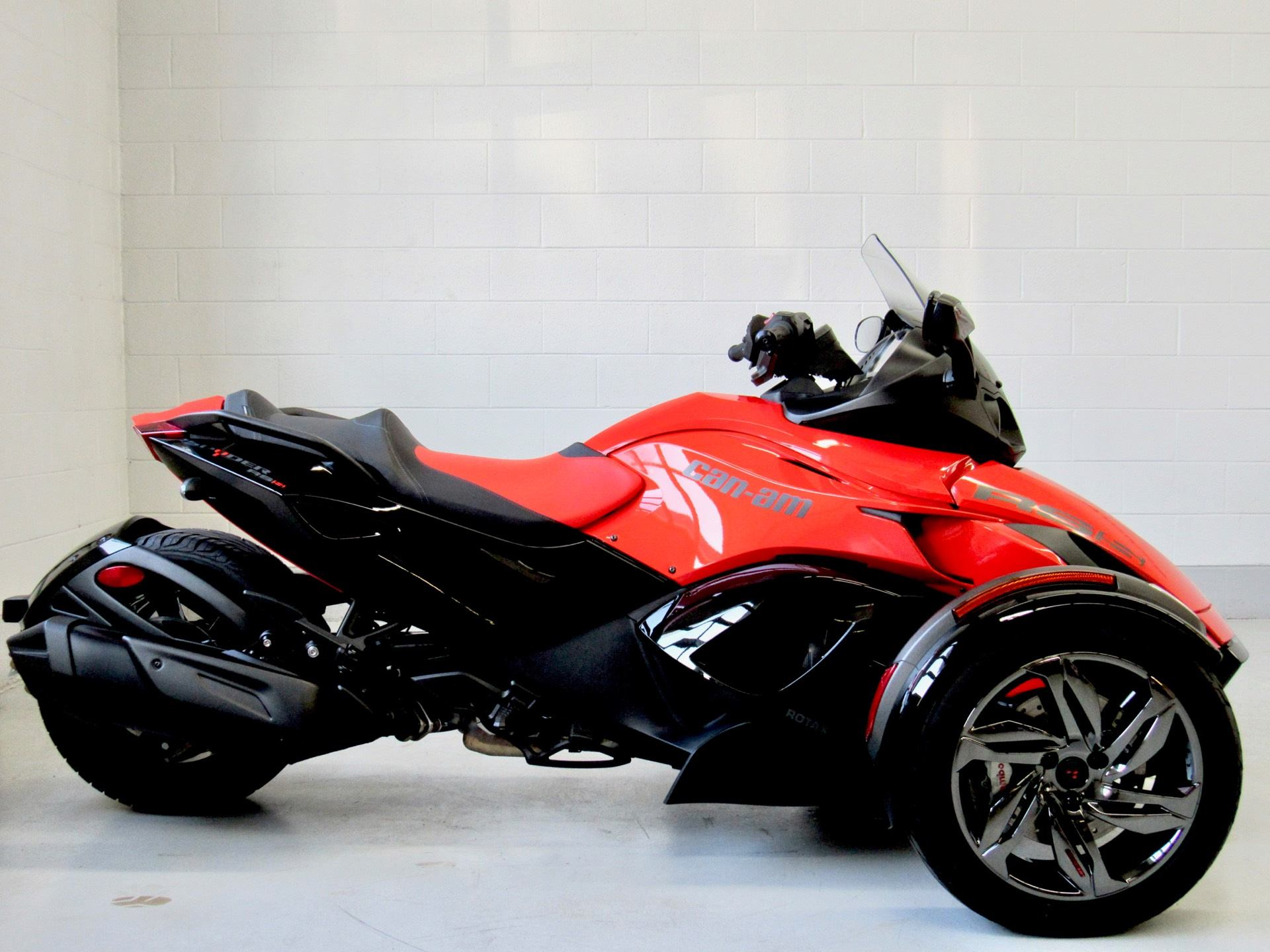 2016 Can-Am Spyder RS-S SE5 in Fredericksburg, Virginia - Photo 2