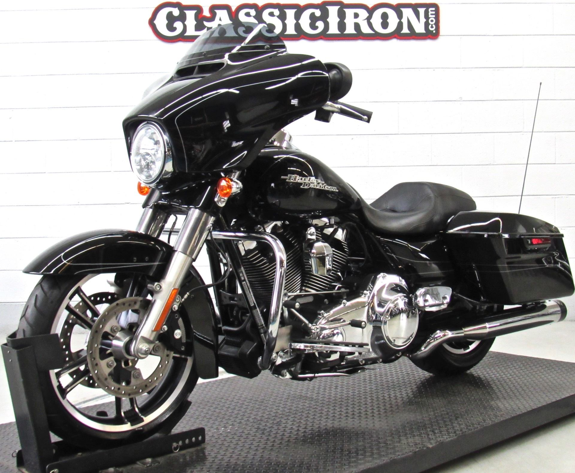 2015 Harley-Davidson Street Glide® Special in Fredericksburg, Virginia - Photo 3