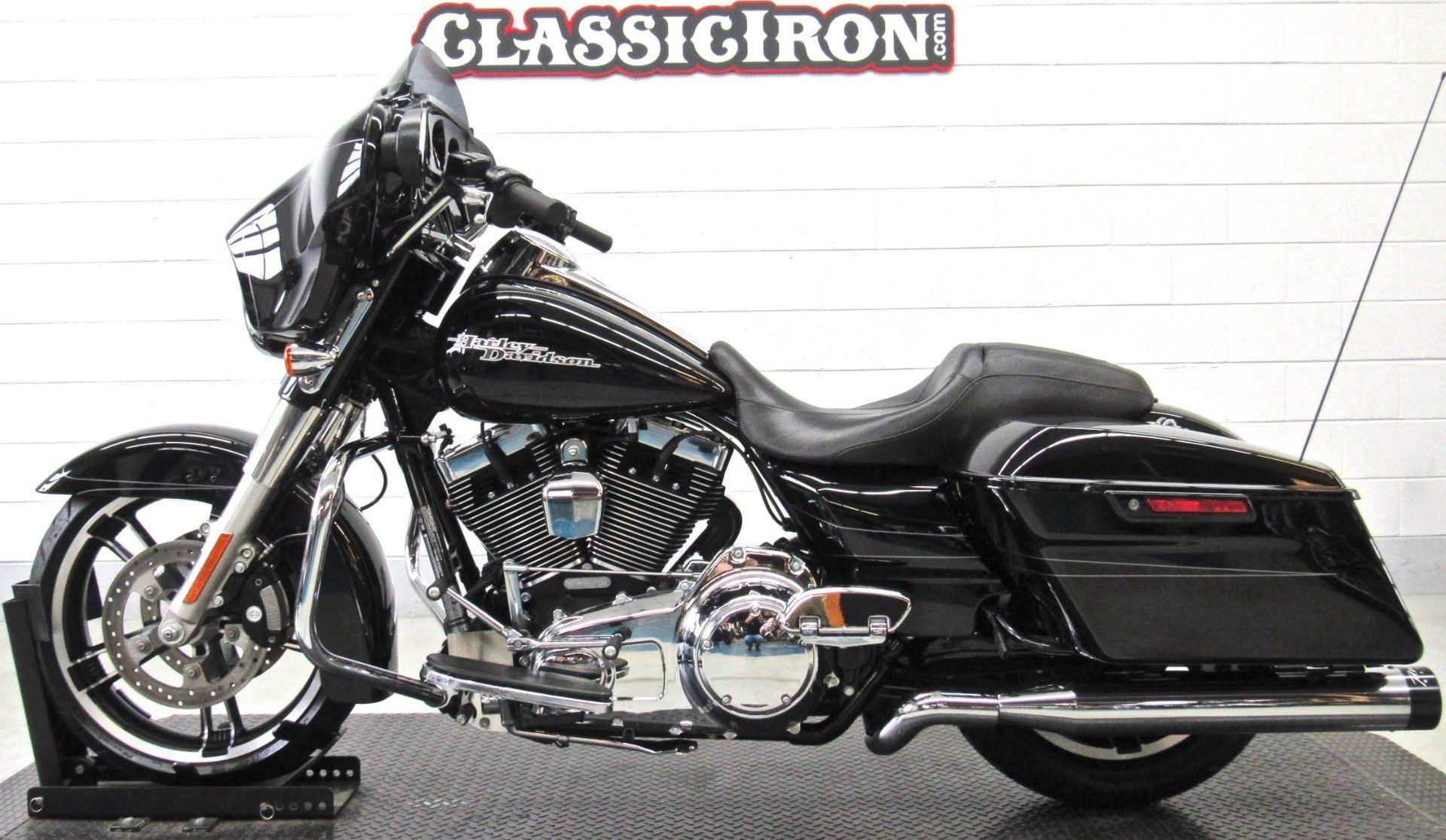 2015 Harley-Davidson Street Glide® Special in Fredericksburg, Virginia - Photo 4