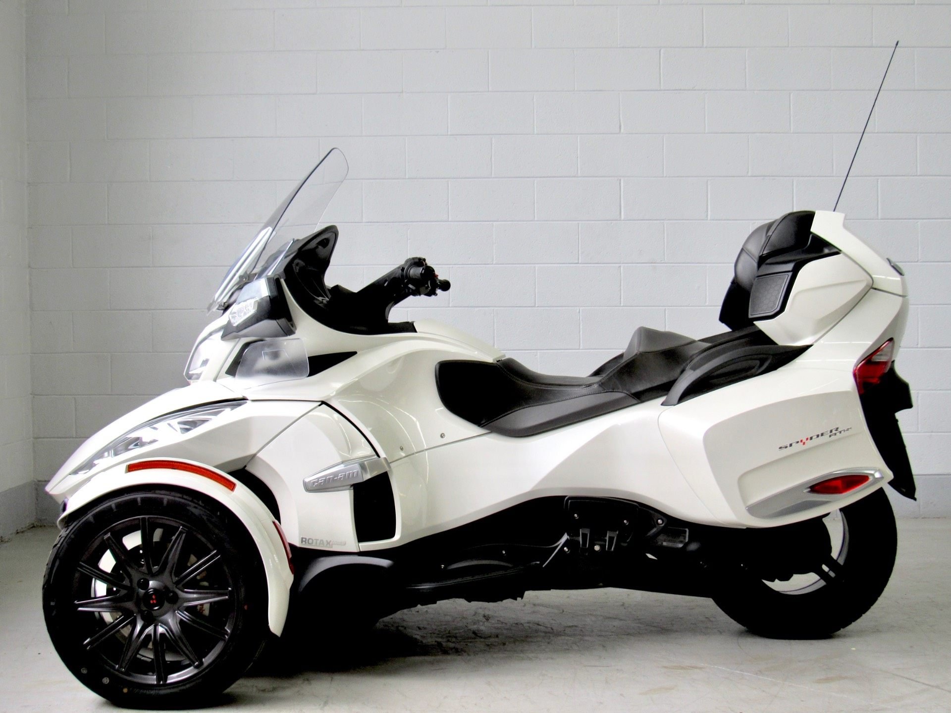 2014 Can-Am Spyder® RT-S SE6 in Fredericksburg, Virginia