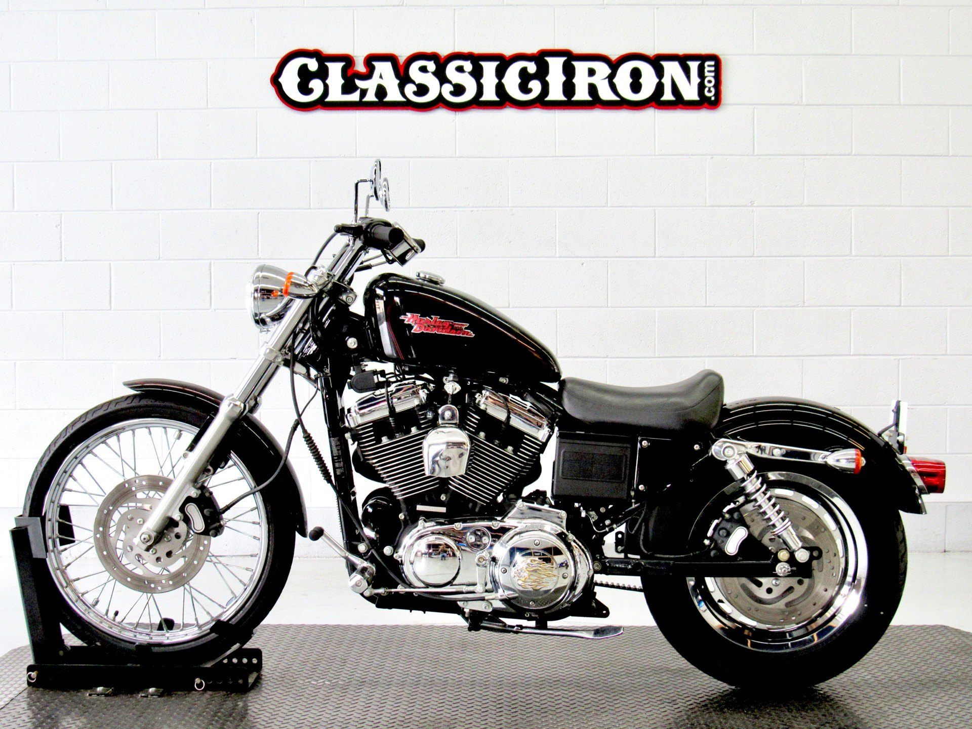 2002 Harley-Davidson XL 1200C Sportster® 1200 Custom in Fredericksburg, Virginia - Photo 4