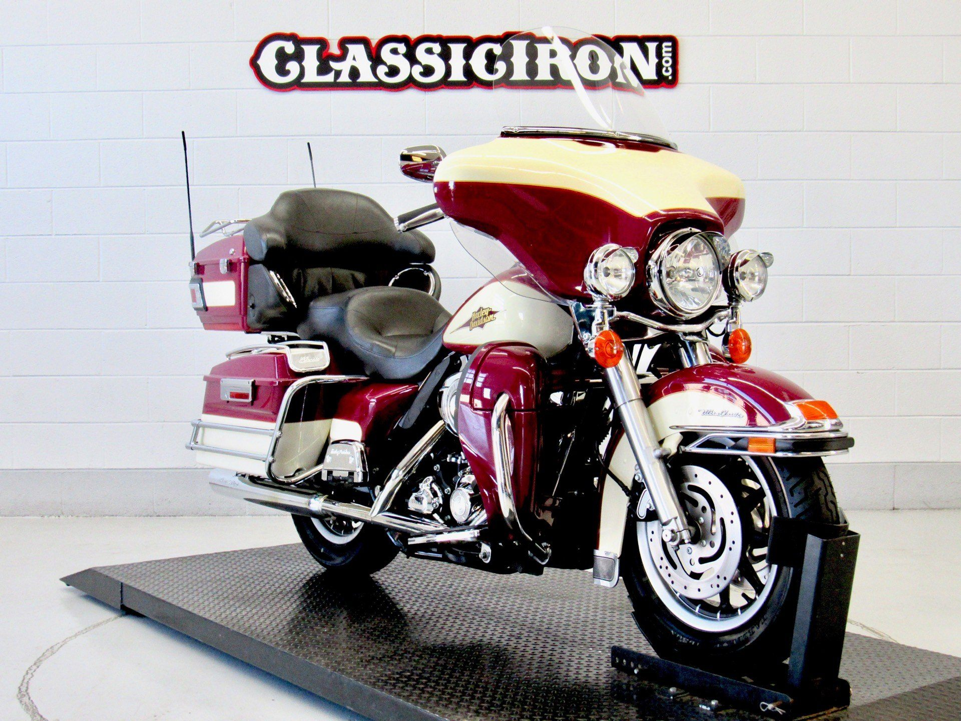 2007 Harley-Davidson Ultra Classic® Electra Glide® in Fredericksburg, Virginia - Photo 2