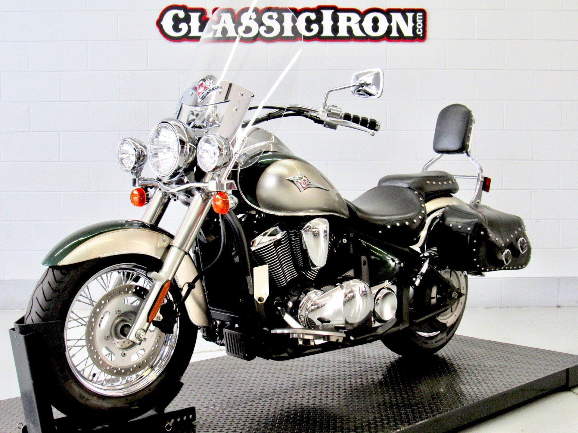 2010 Kawasaki Vulcan® 900 Classic LT in Fredericksburg, Virginia - Photo 3