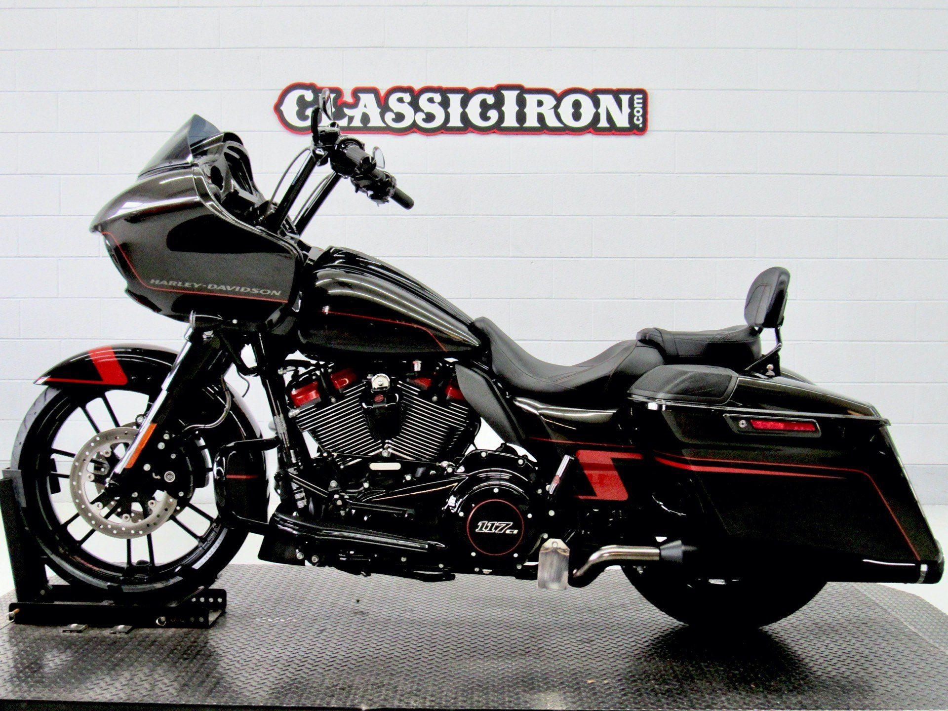 2018 Harley-Davidson CVO™ Road Glide® in Fredericksburg, Virginia - Photo 4