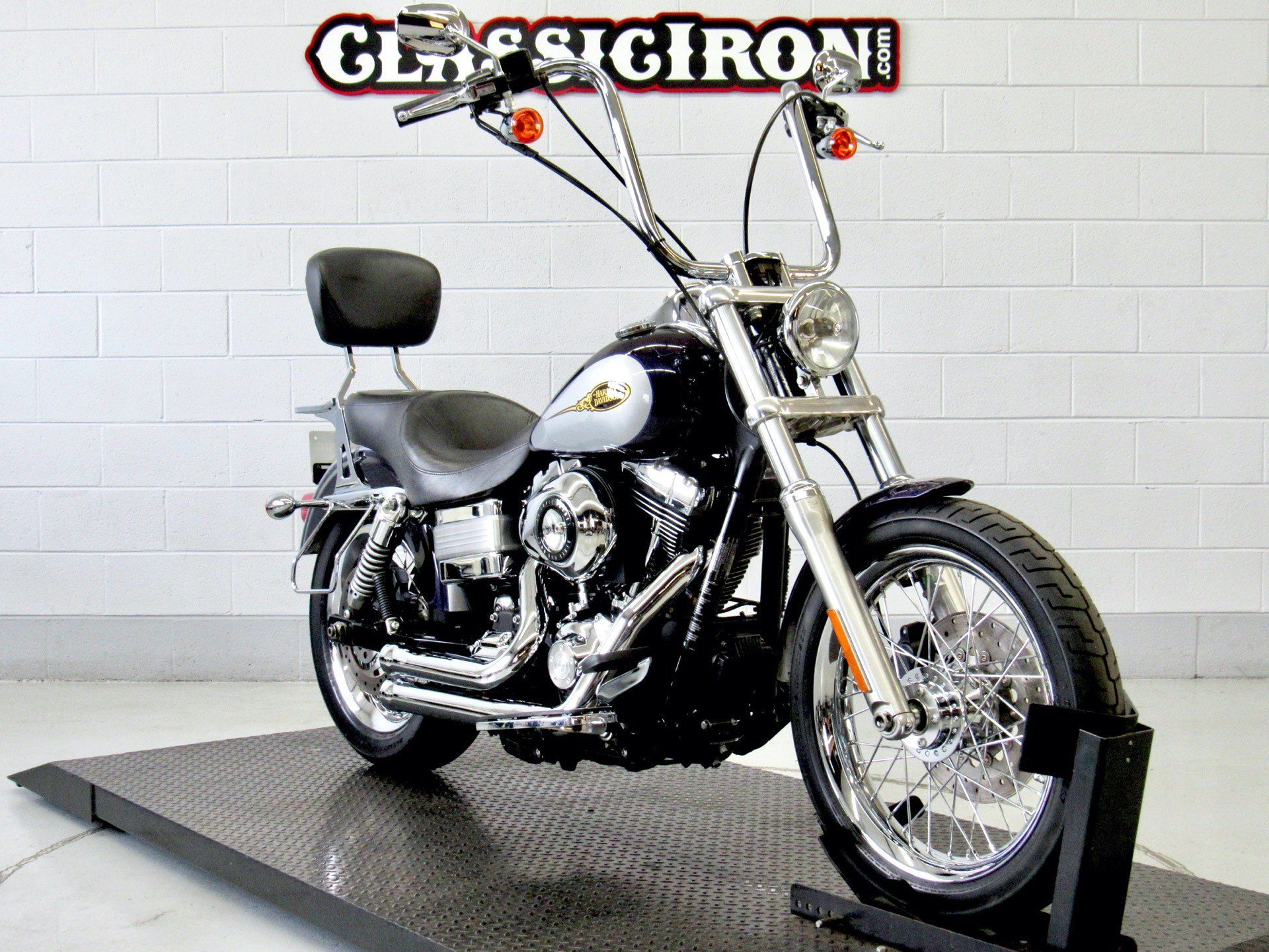 2009 Harley-Davidson Dyna® Low Rider® in Fredericksburg, Virginia - Photo 2