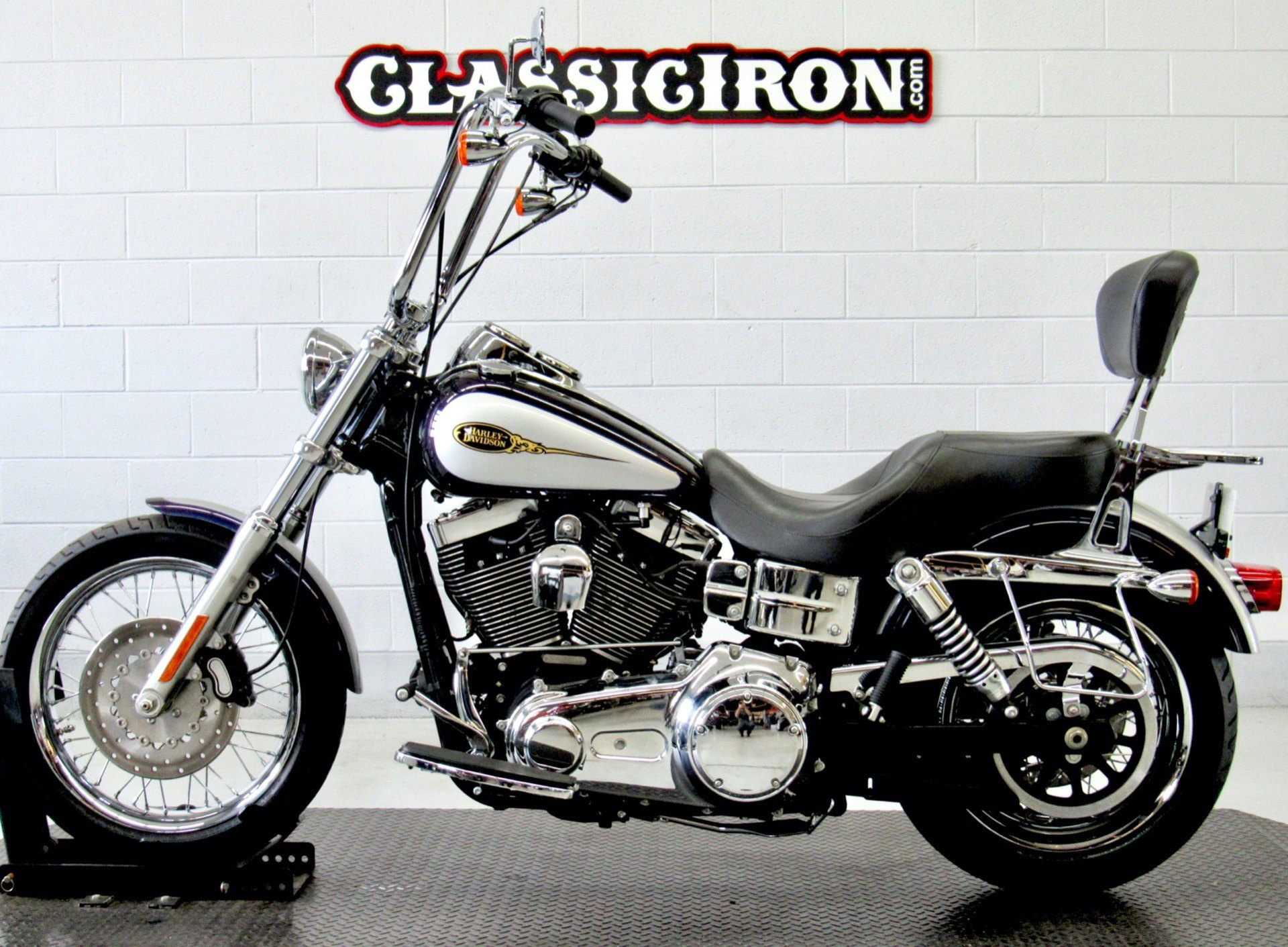 2009 Harley-Davidson Dyna® Low Rider® in Fredericksburg, Virginia - Photo 4