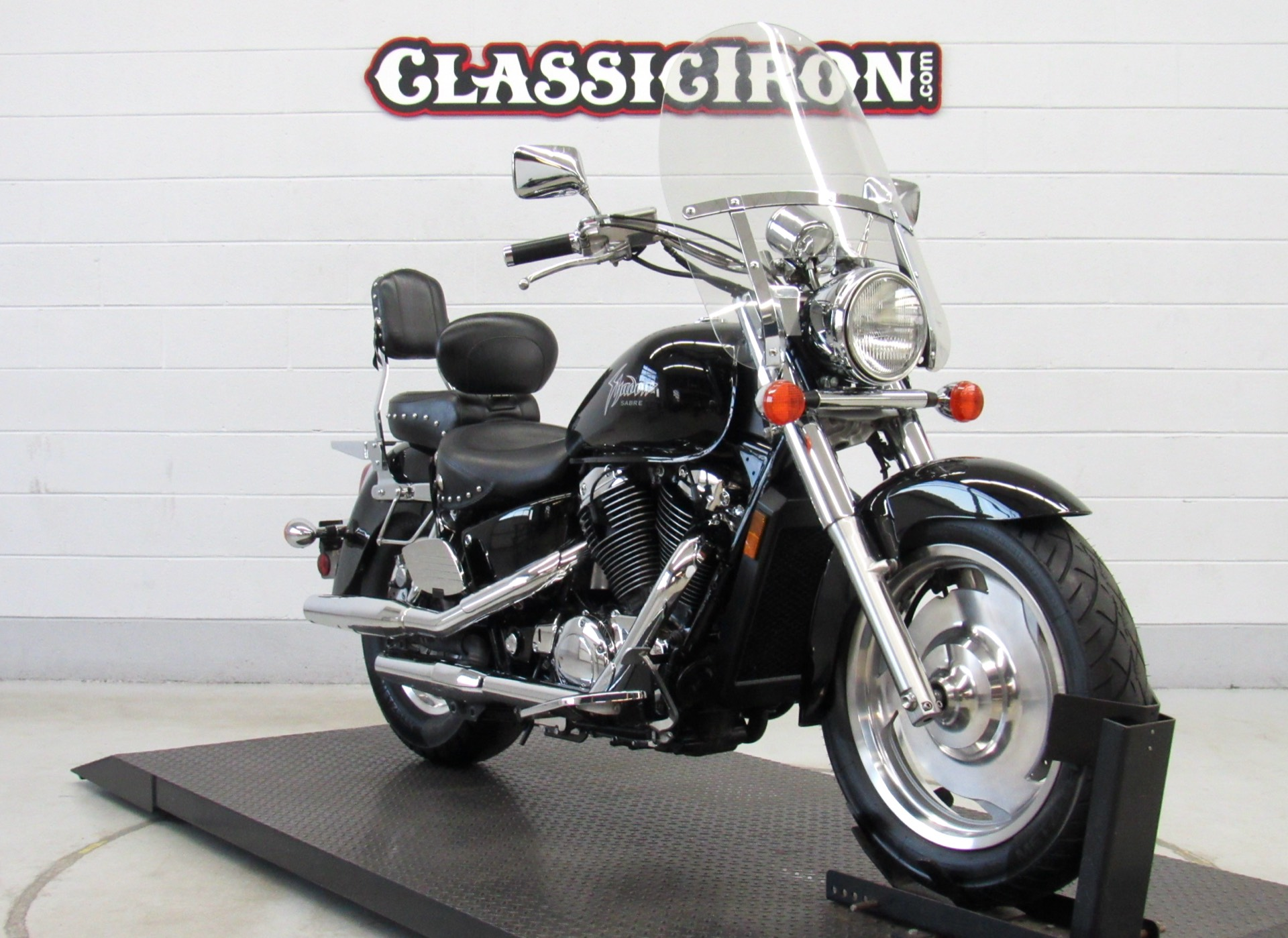 2001 Honda Shadow Sabre in Fredericksburg, Virginia - Photo 2