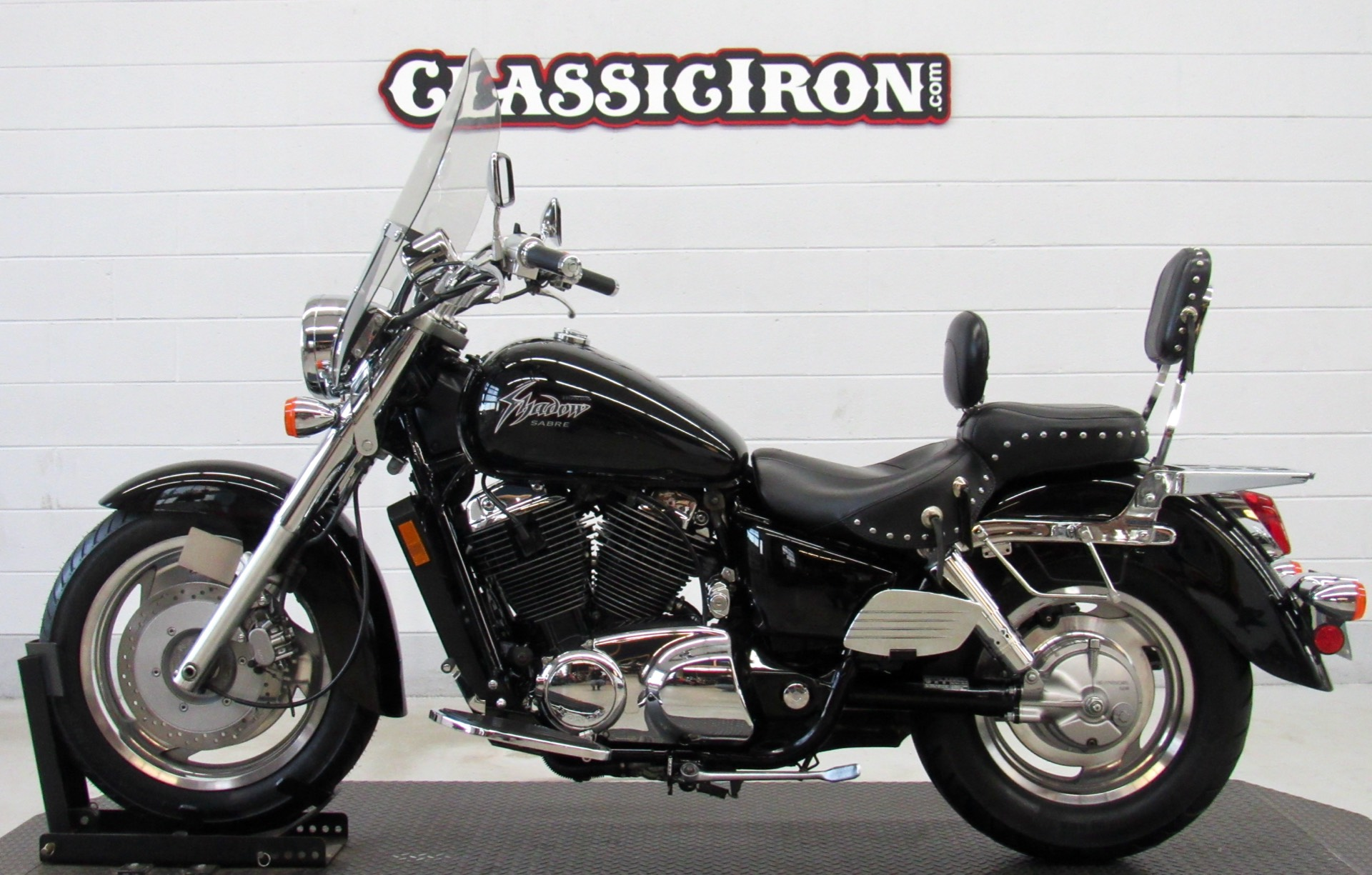 2001 Honda Shadow Sabre in Fredericksburg, Virginia - Photo 4