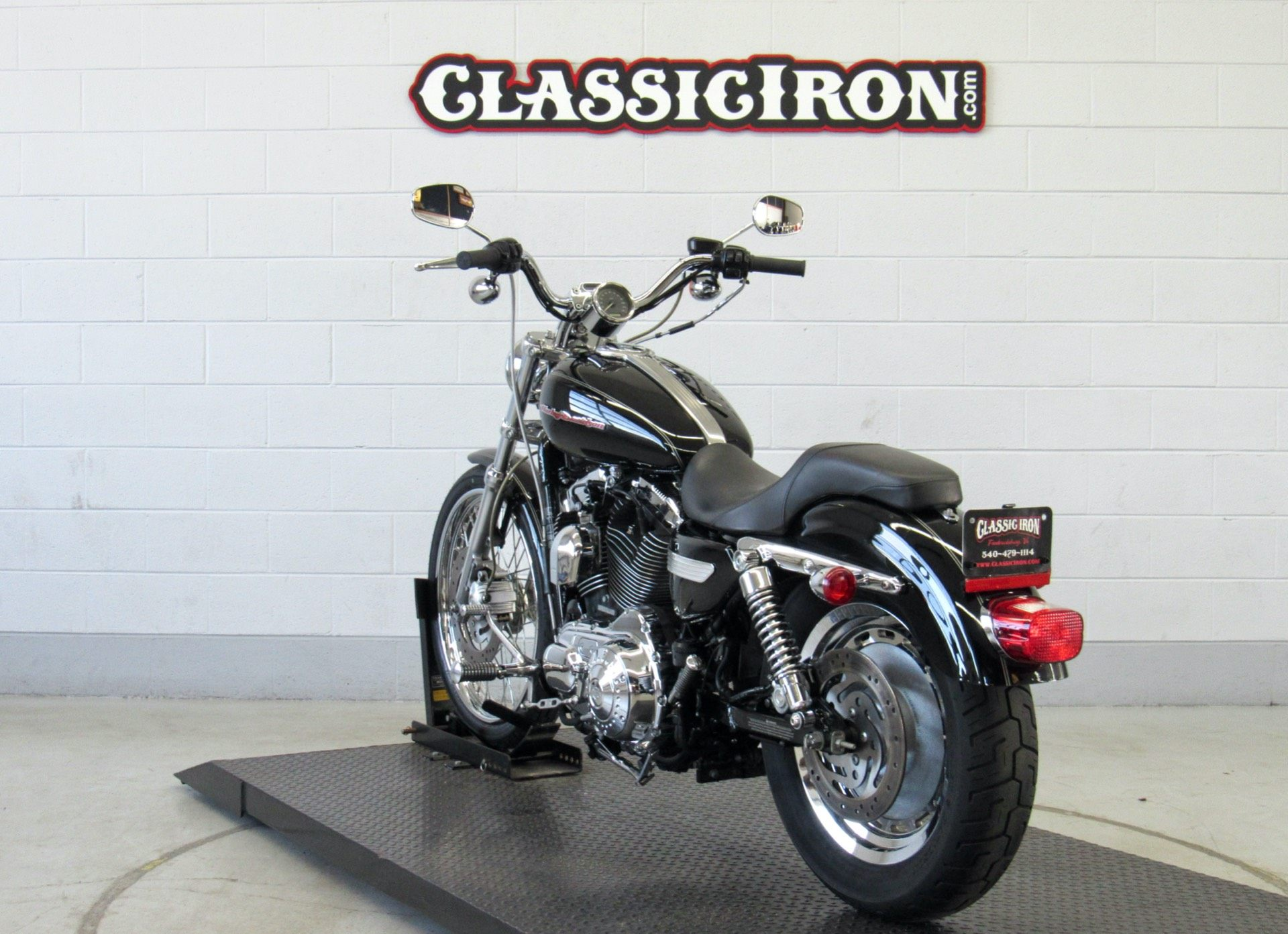 2004 Harley-Davidson Sportster® XL 1200 Custom in Fredericksburg, Virginia - Photo 5
