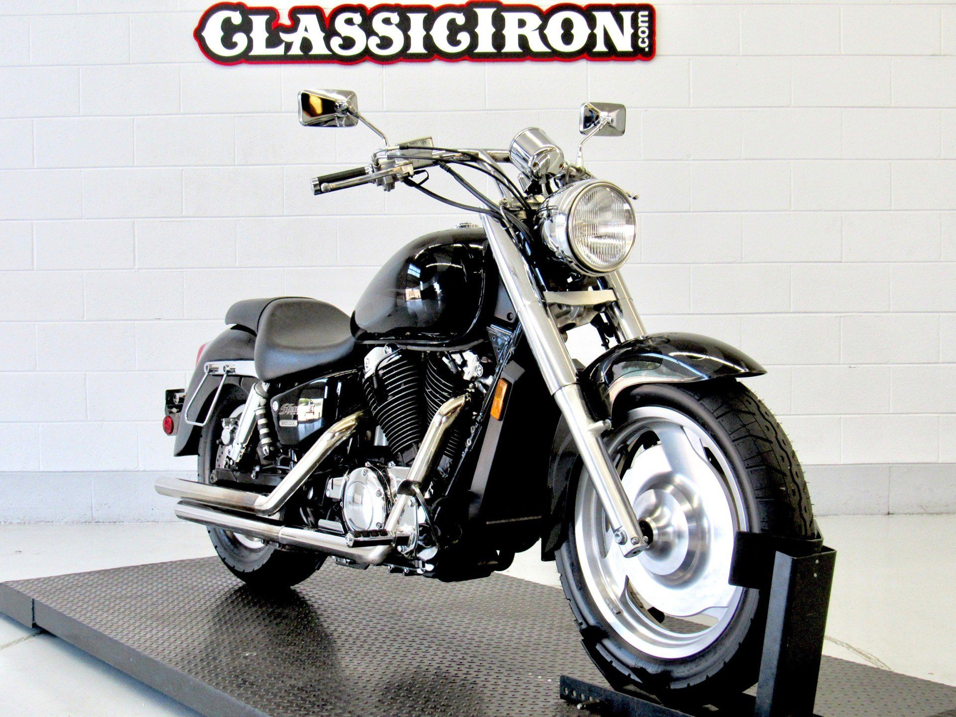 2004 Honda Shadow Sabre in Fredericksburg, Virginia - Photo 2