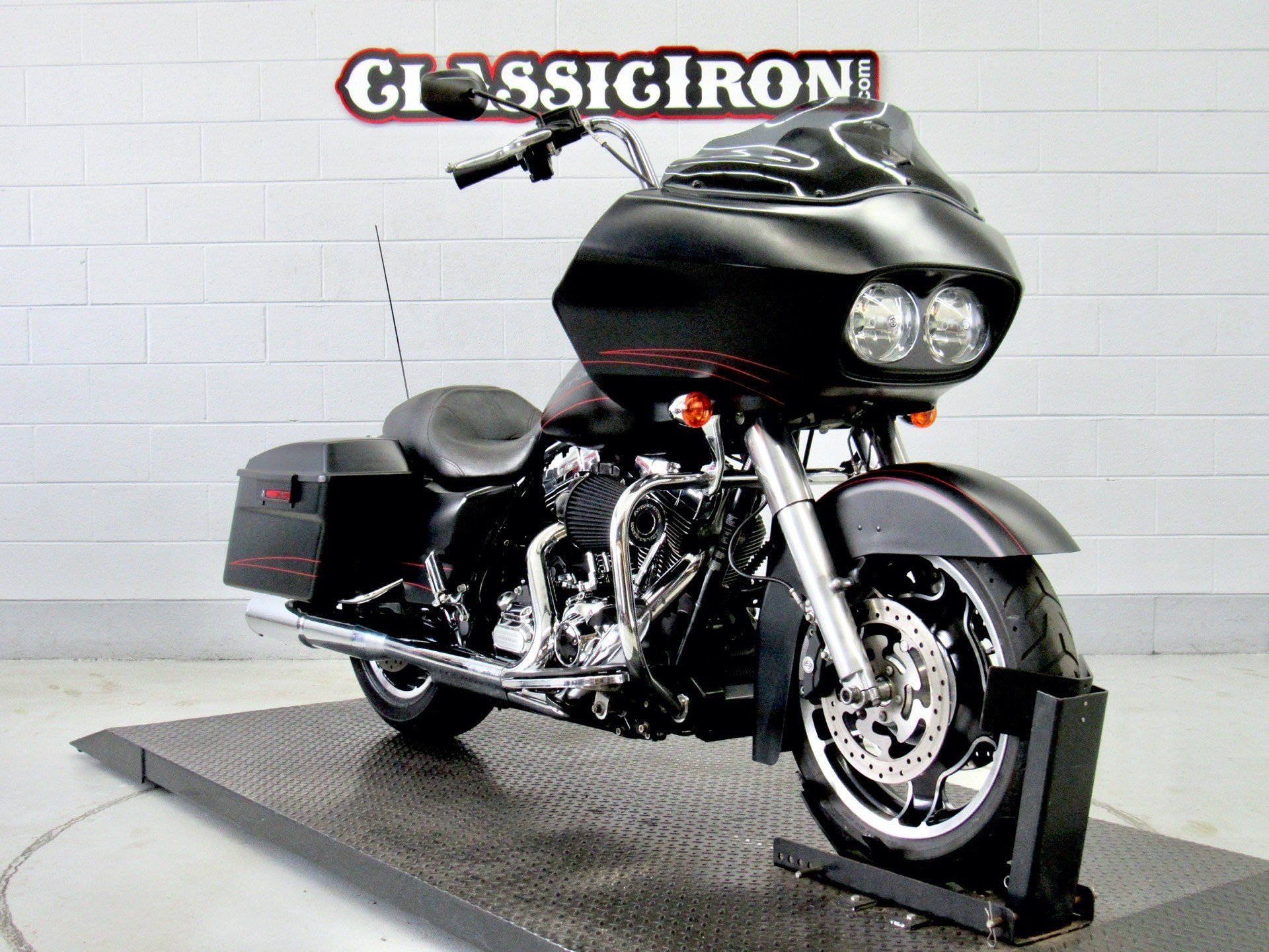 2011 Harley-Davidson Road Glide® Custom in Fredericksburg, Virginia - Photo 2