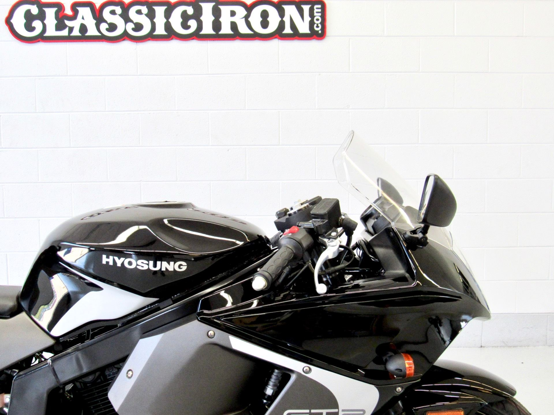 2016 Hyosung GT250R in Fredericksburg, Virginia - Photo 12