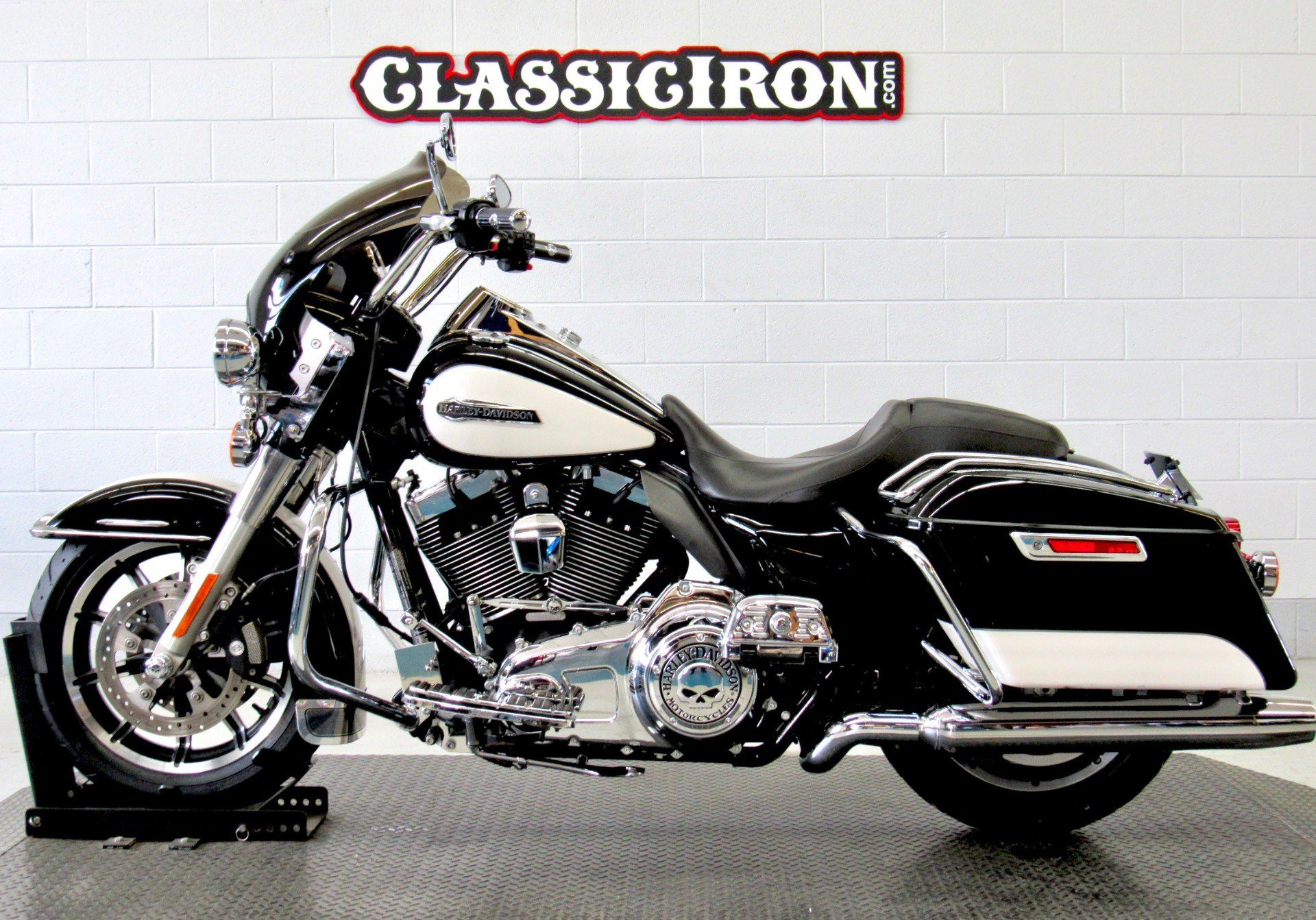 2014 Harley-Davidson Police Road King® in Fredericksburg, Virginia - Photo 4