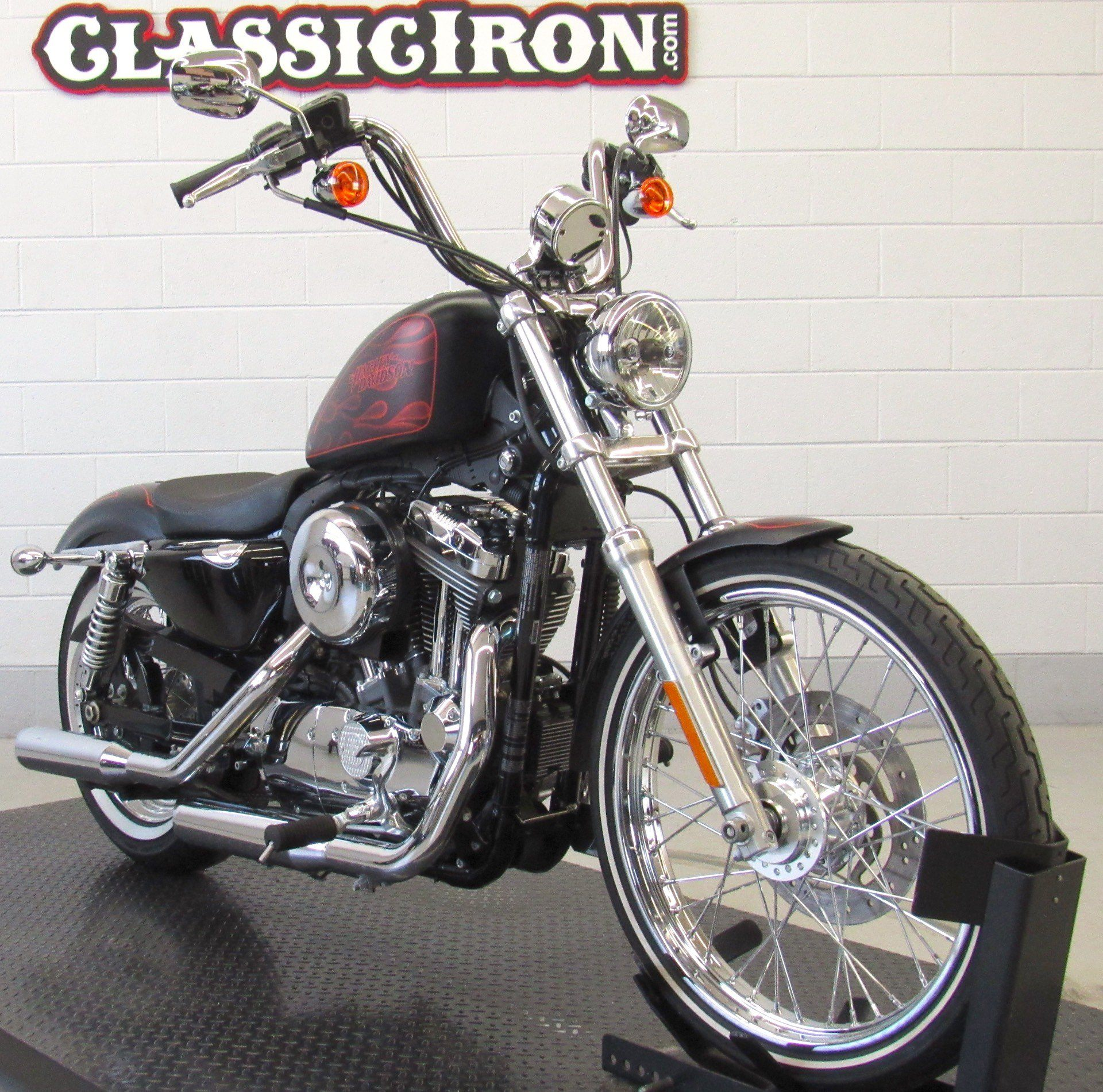 2013 Harley-Davidson Sportster® Seventy-Two® in Fredericksburg, Virginia - Photo 2