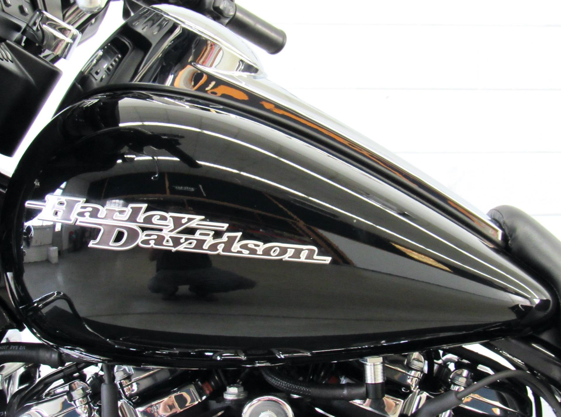 2017 Harley-Davidson Street Glide® in Fredericksburg, Virginia - Photo 18