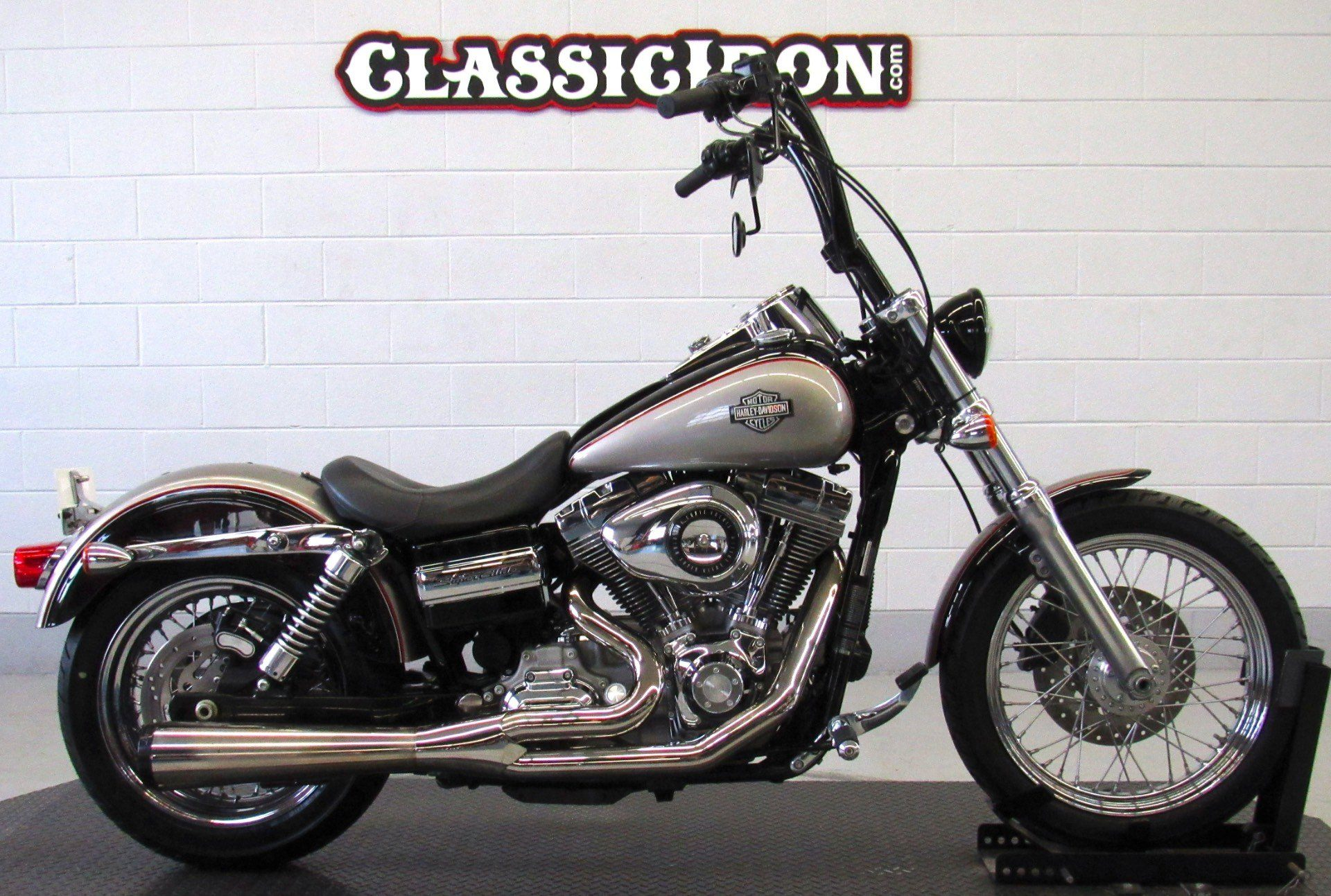 2009 Harley-Davidson Dyna® Super Glide® Custom in Fredericksburg, Virginia - Photo 1