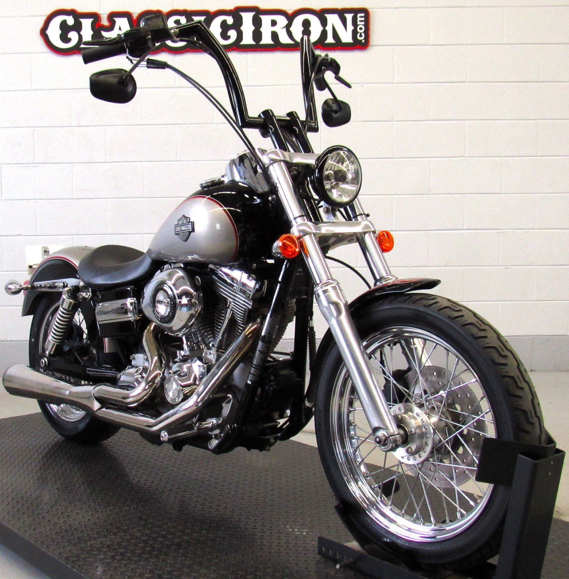 2009 Harley-Davidson Dyna® Super Glide® Custom in Fredericksburg, Virginia - Photo 2