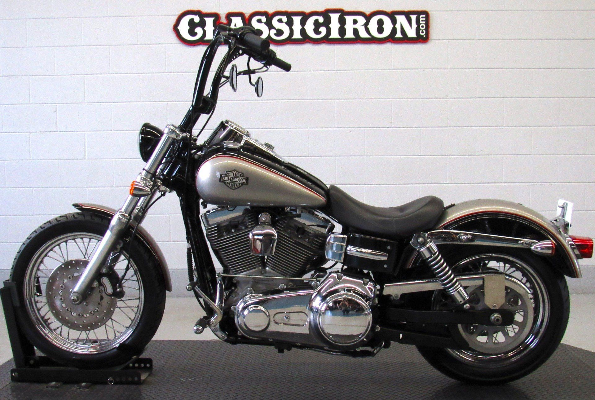 2009 Harley-Davidson Dyna® Super Glide® Custom in Fredericksburg, Virginia - Photo 4
