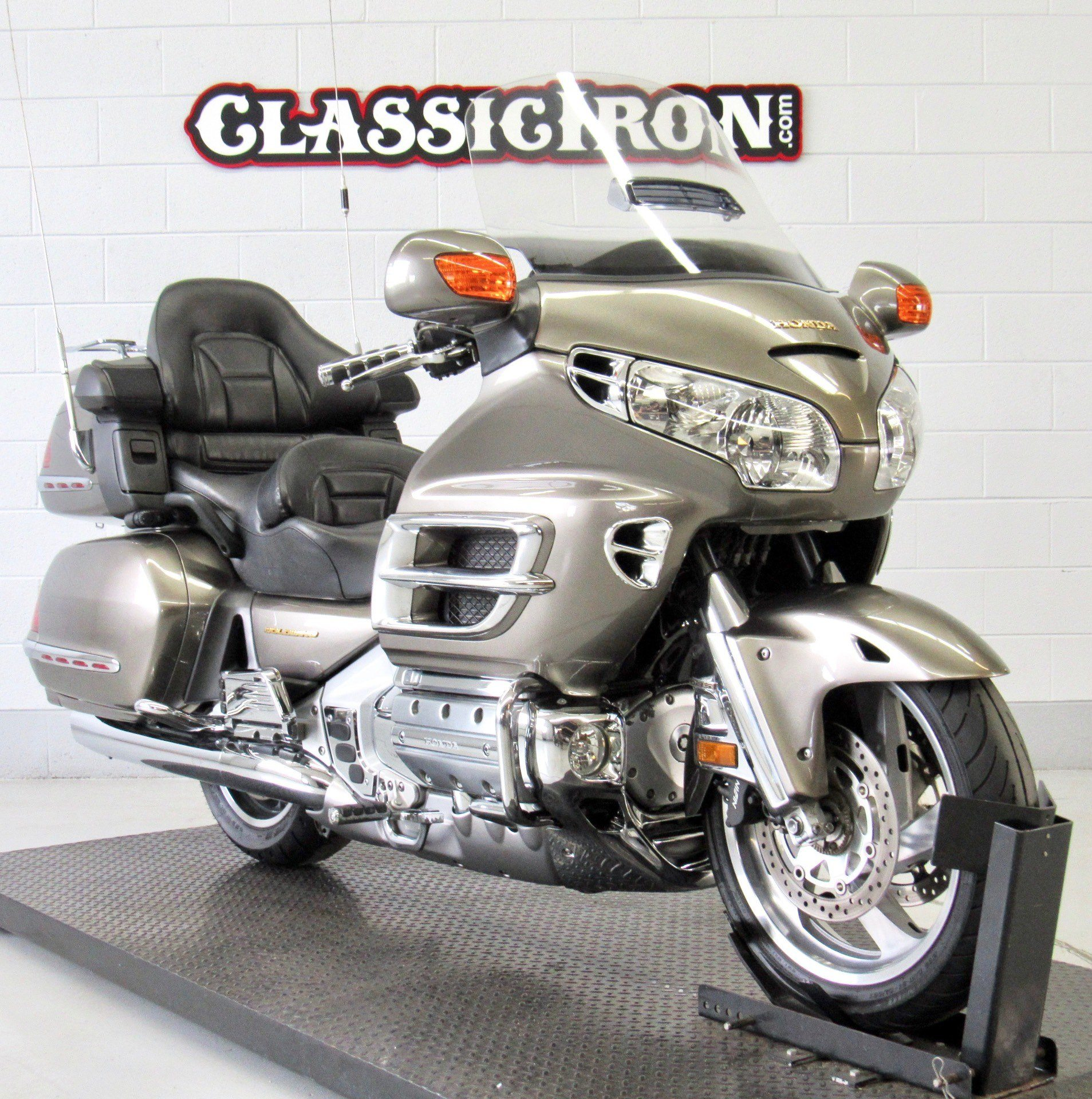 2004 Honda Gold Wing ABS in Fredericksburg, Virginia - Photo 2