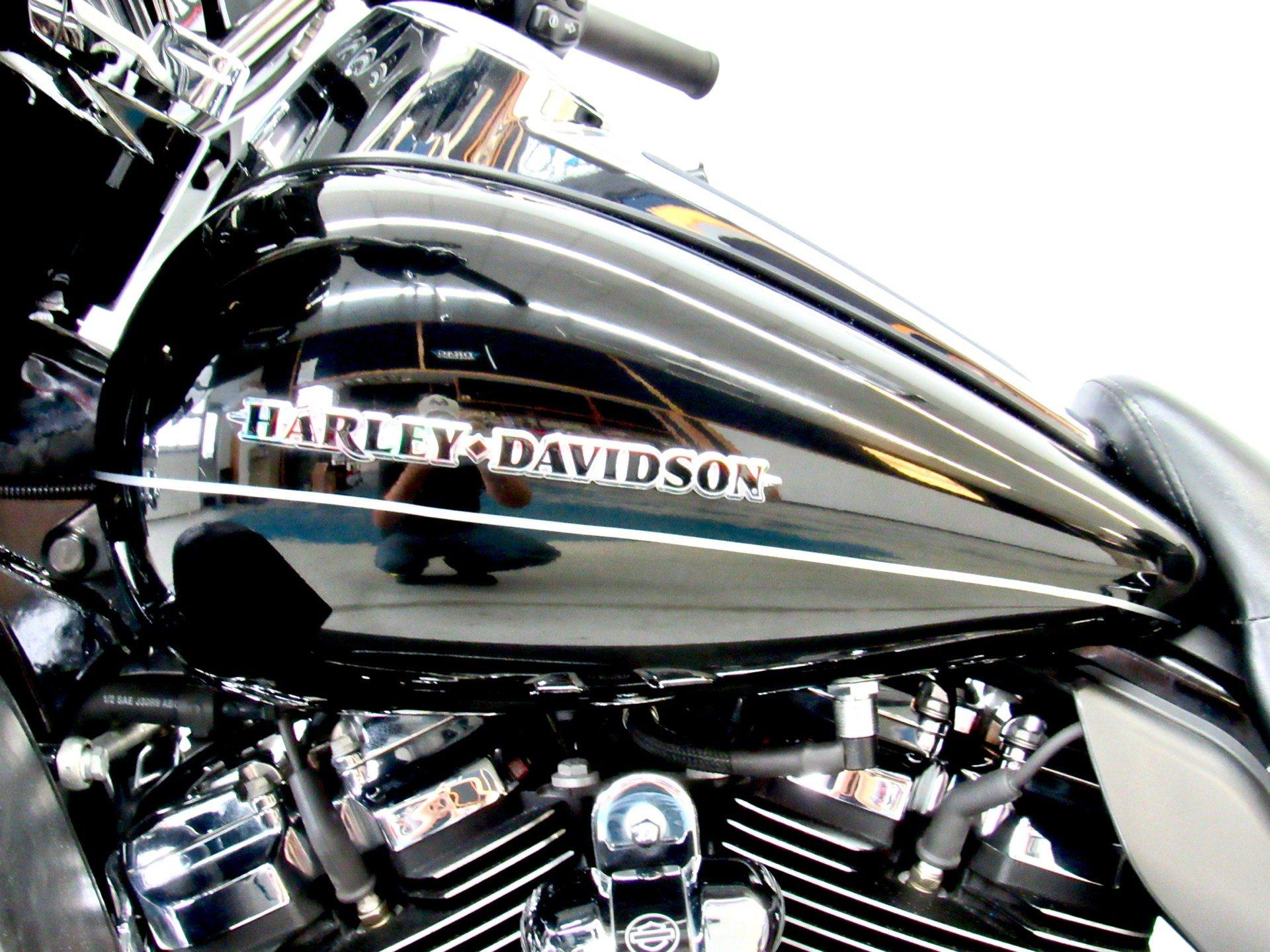 2017 Harley-Davidson Ultra Limited Low in Fredericksburg, Virginia - Photo 18