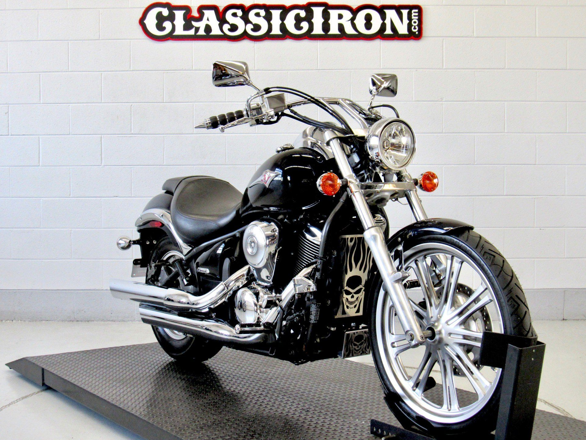 2009 Kawasaki Vulcan® 900 Custom in Fredericksburg, Virginia - Photo 2