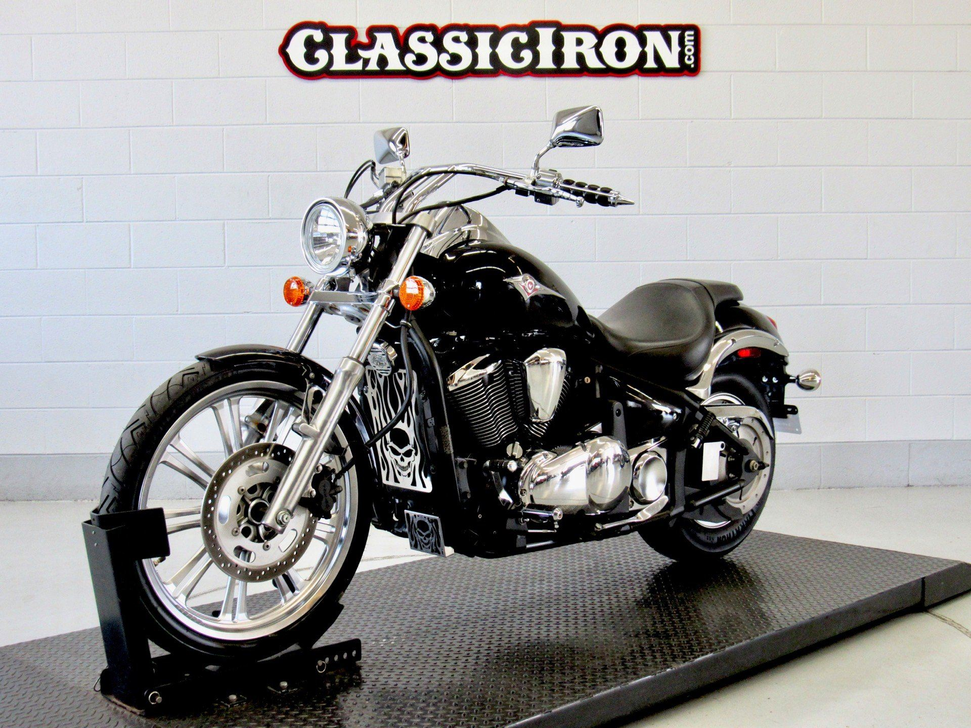 2009 Kawasaki Vulcan® 900 Custom in Fredericksburg, Virginia - Photo 3