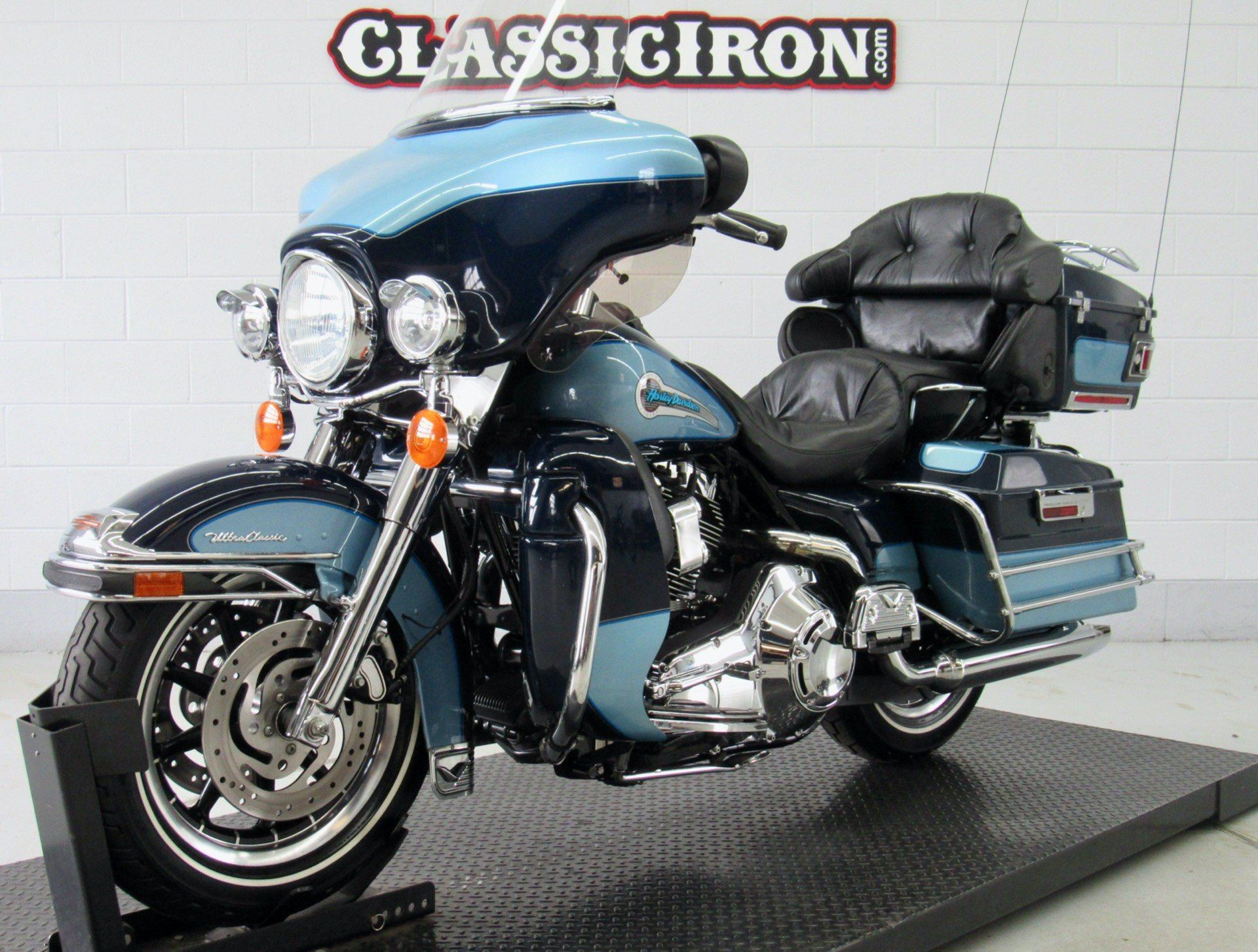2002 Harley-Davidson FLHTCUI Ultra Classic® Electra Glide® in Fredericksburg, Virginia - Photo 3