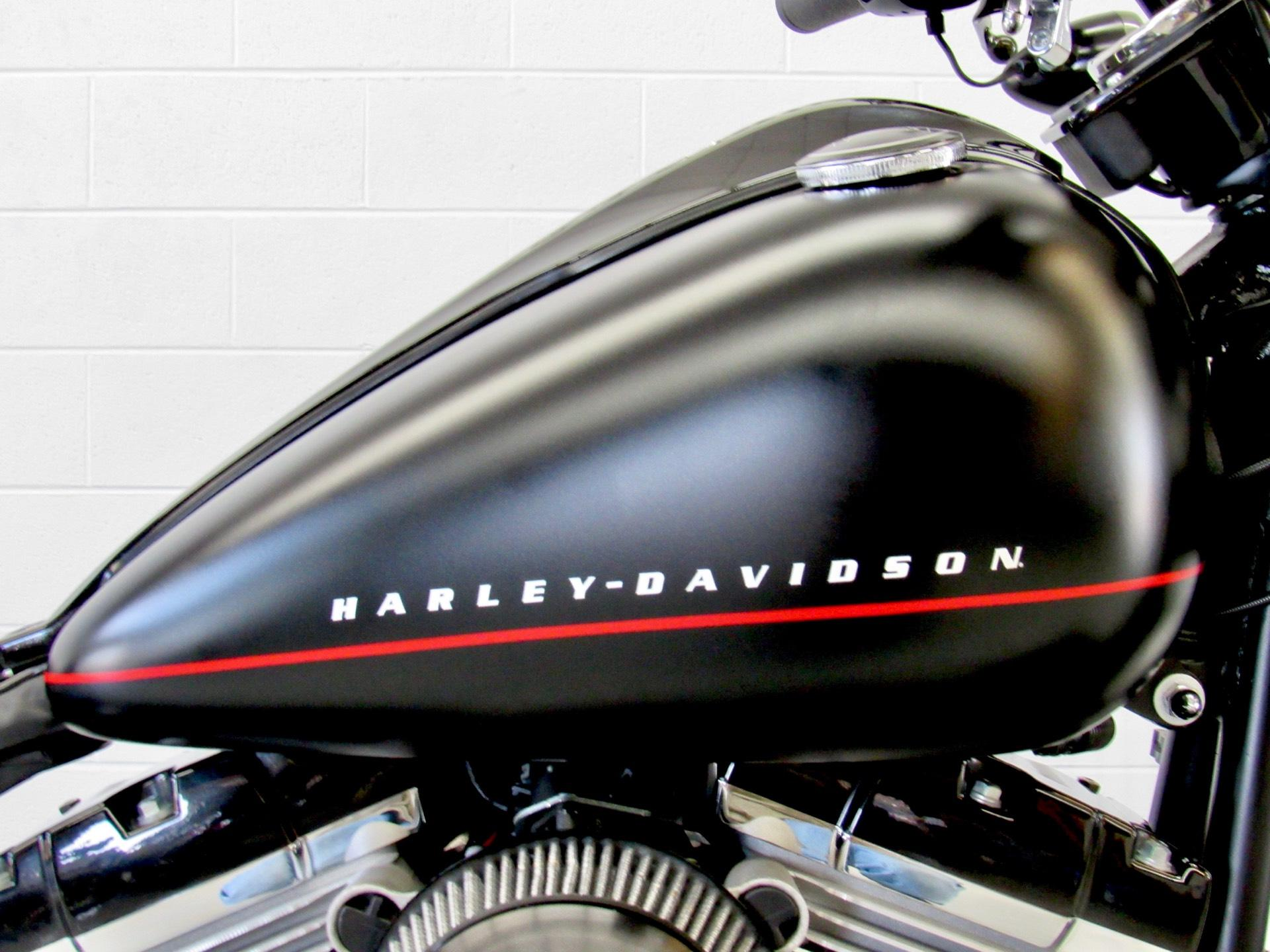 2012 Harley-Davidson Softail® Blackline® in Fredericksburg, Virginia - Photo 15