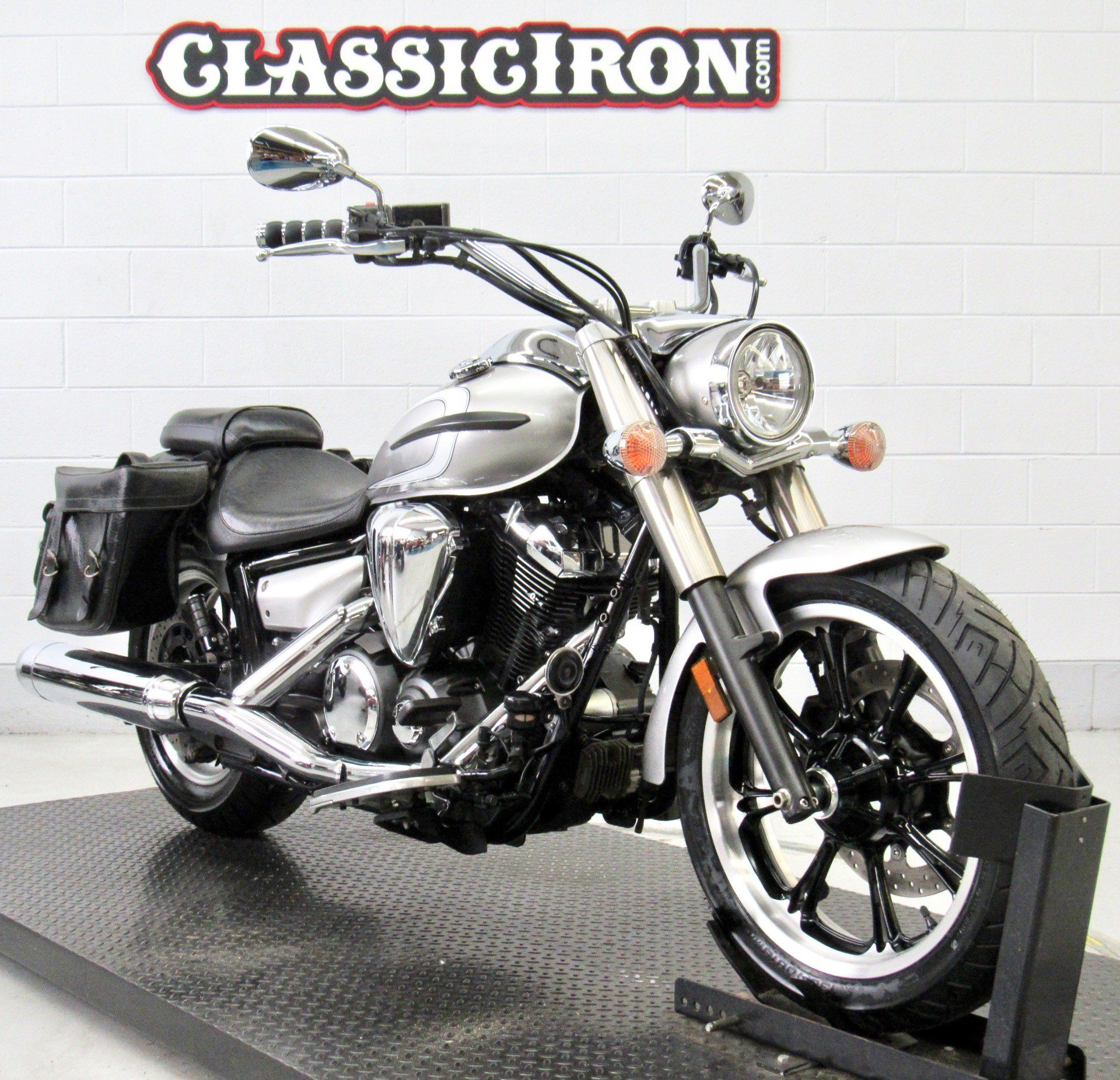 2012 Yamaha V Star 950  in Fredericksburg, Virginia - Photo 2
