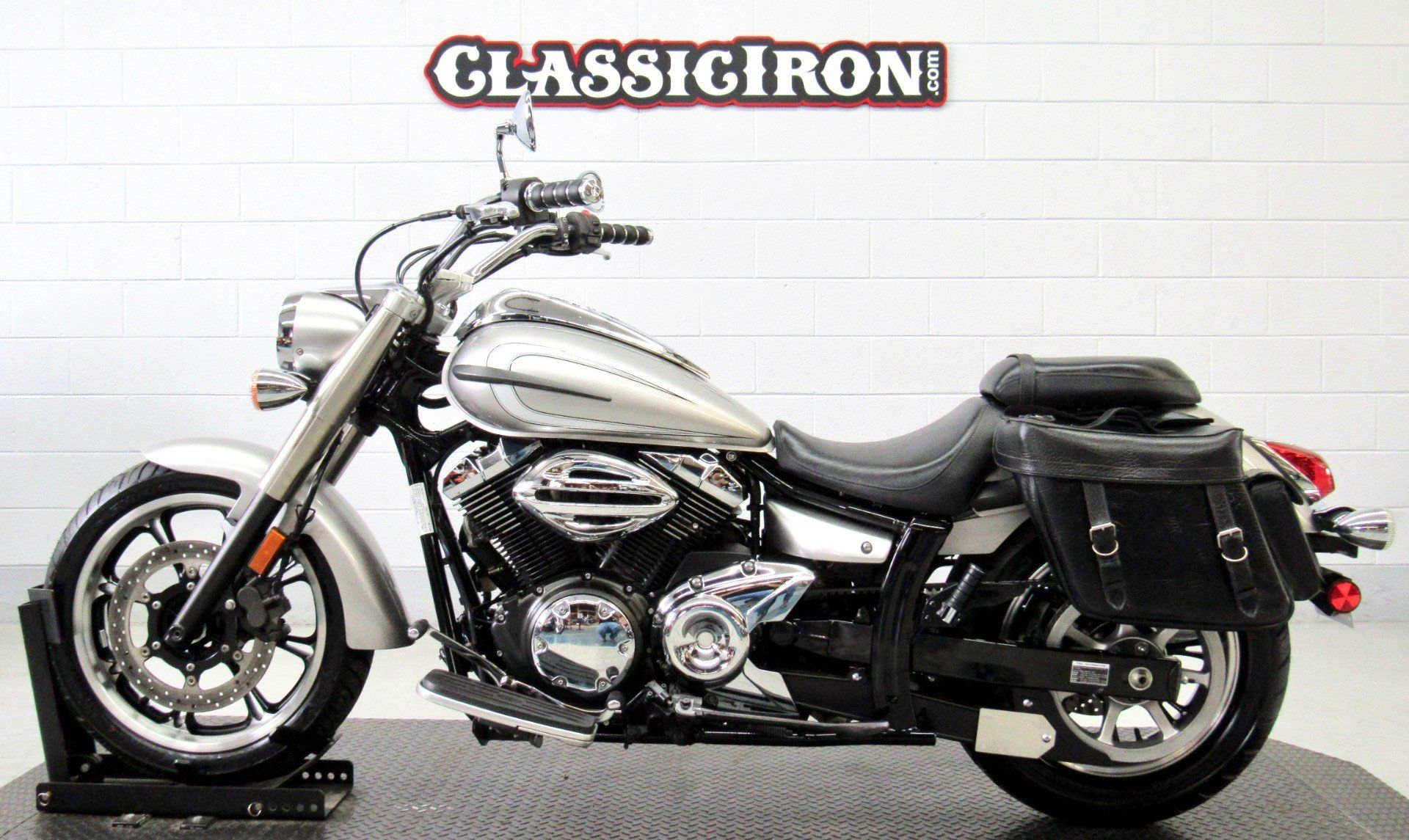 2012 Yamaha V Star 950  in Fredericksburg, Virginia - Photo 4